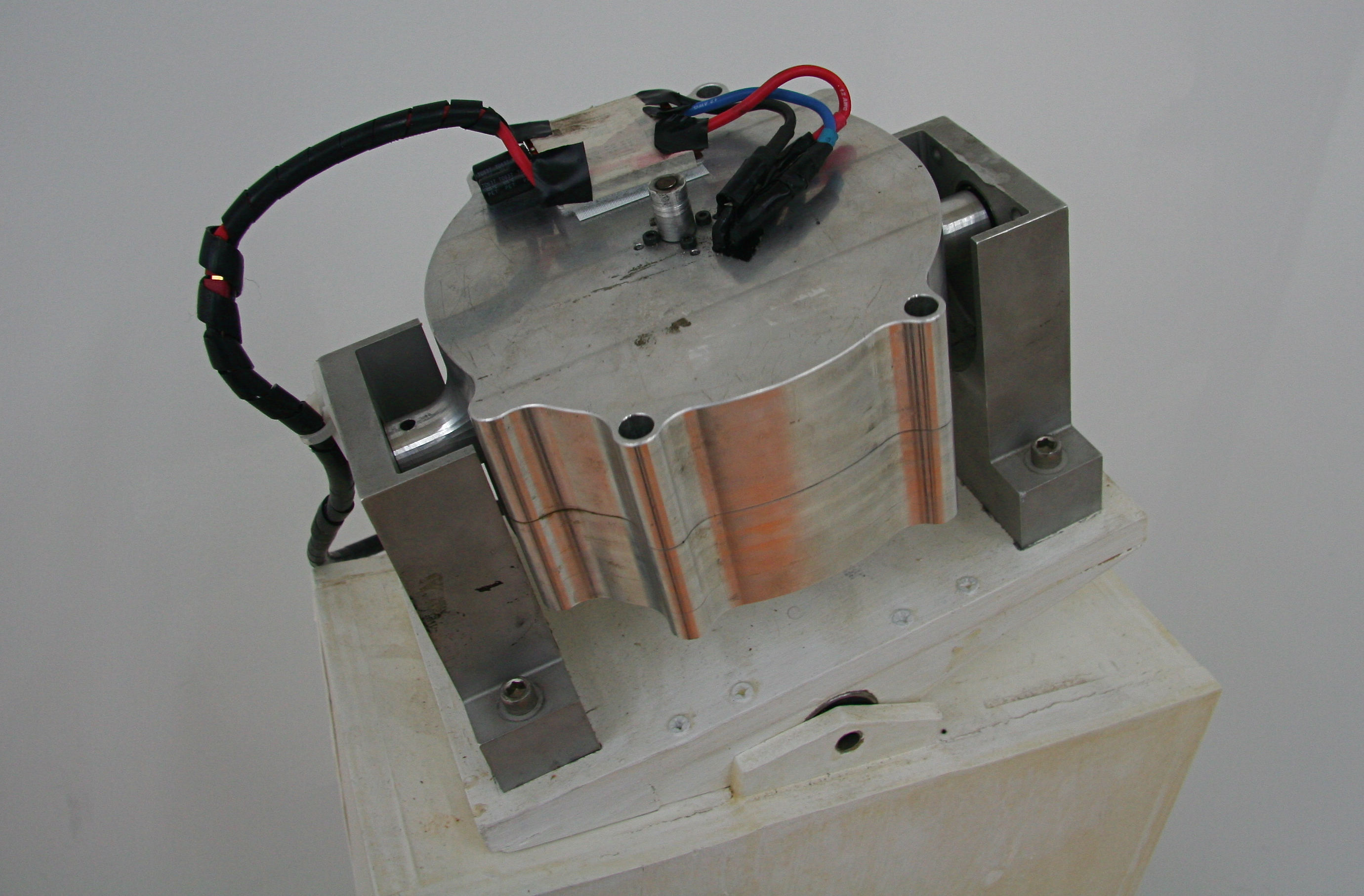 File Gyroscope Inside Lit Motors Jpg Wikimedia Commons