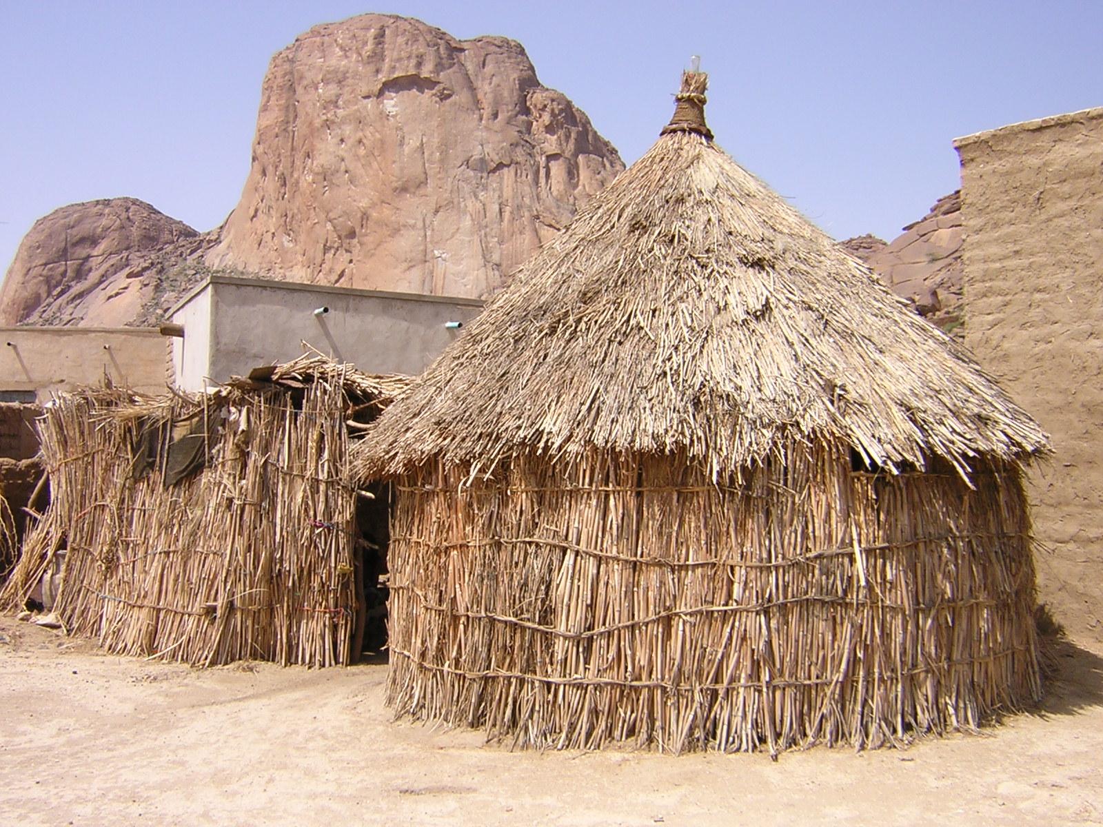 Capanna wikipedia for Costruire una semplice capanna di legno
