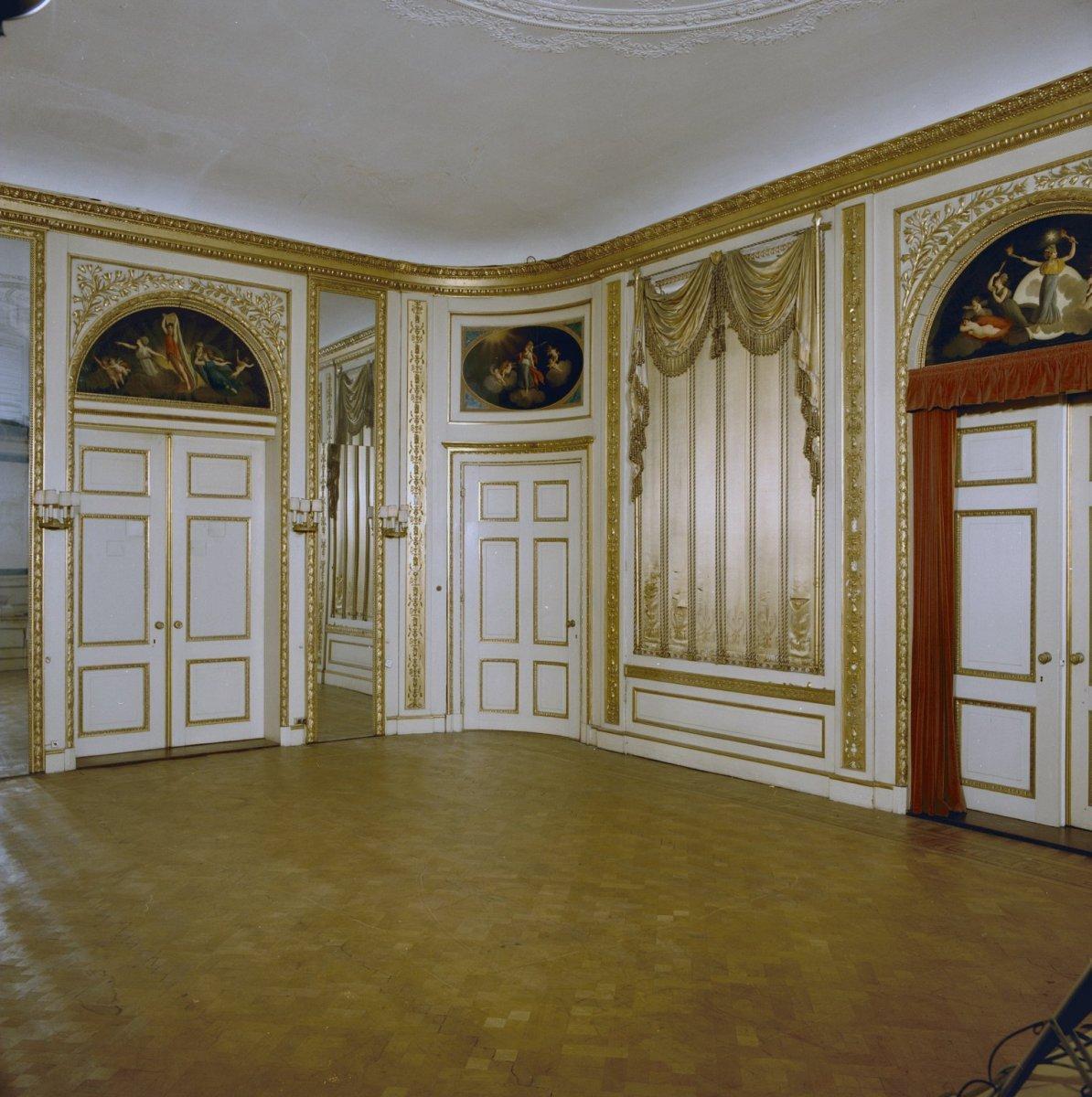 File interieur overzicht zaal zijdebekleding haarlem for Interieur haarlem