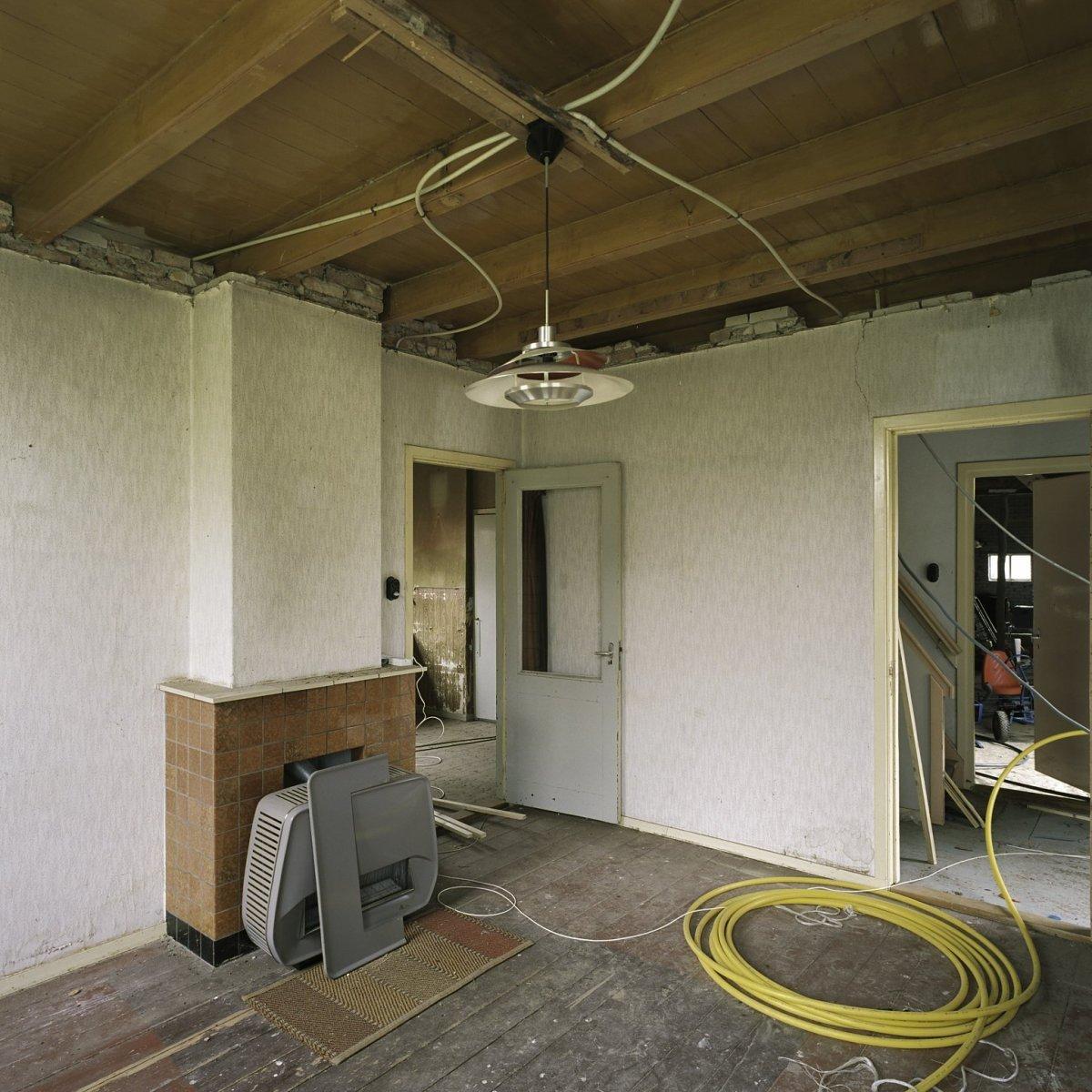 File interieur overzicht van de woonkamer met een schouw for Interieur woonkamer