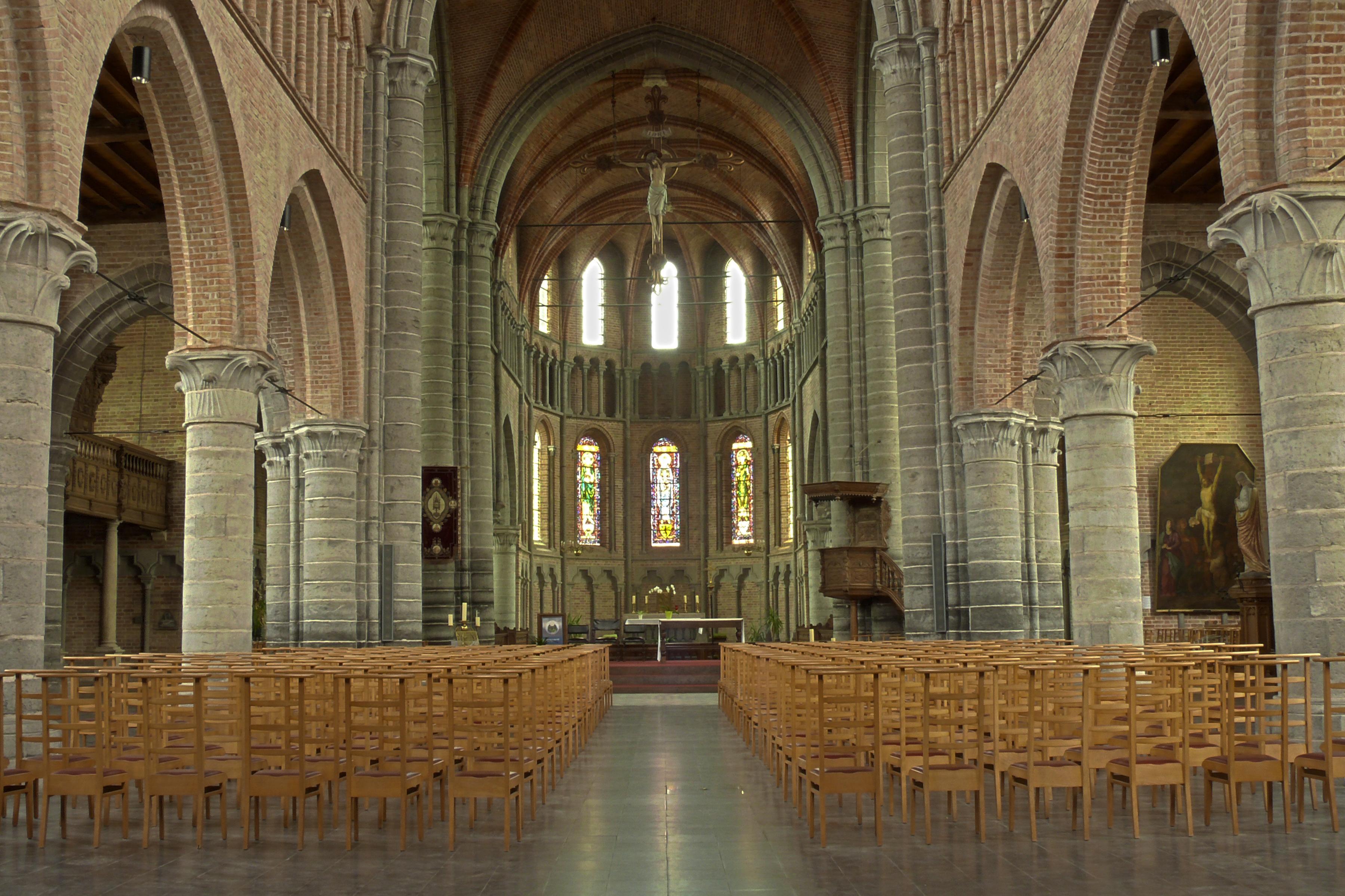 File interieur onze lieve vrouw bezoekingskerk onder de toren
