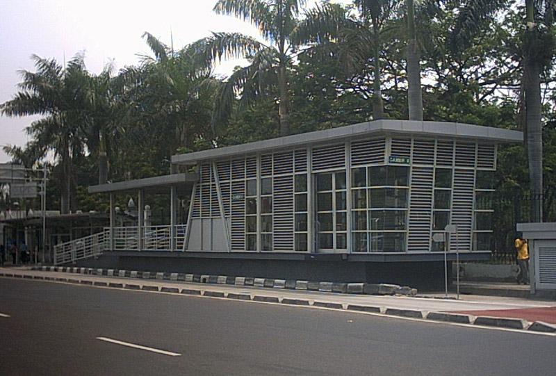 Berkas:JakartaTransjakartaHaltestelleGambir2.jpg