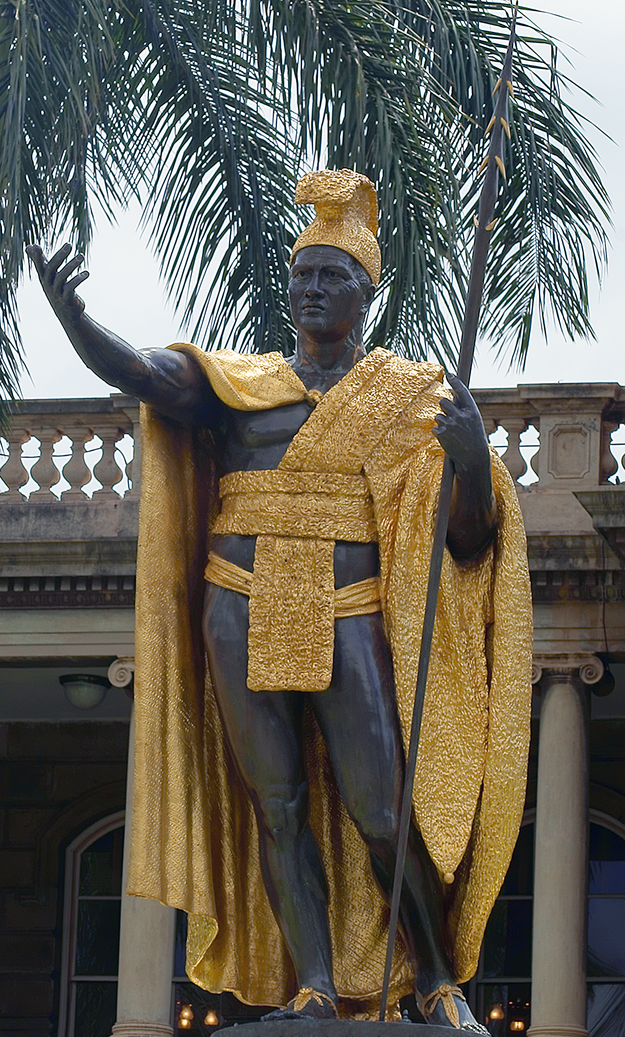 kamehameha a man to unite and rule over all of the hawaiian islands Kamehameha united the islands and established himself as a supreme ruler by keeping the other chiefs close to him at all times, and redistributing their lands on several islands, he ensured that no rebellions could occur.