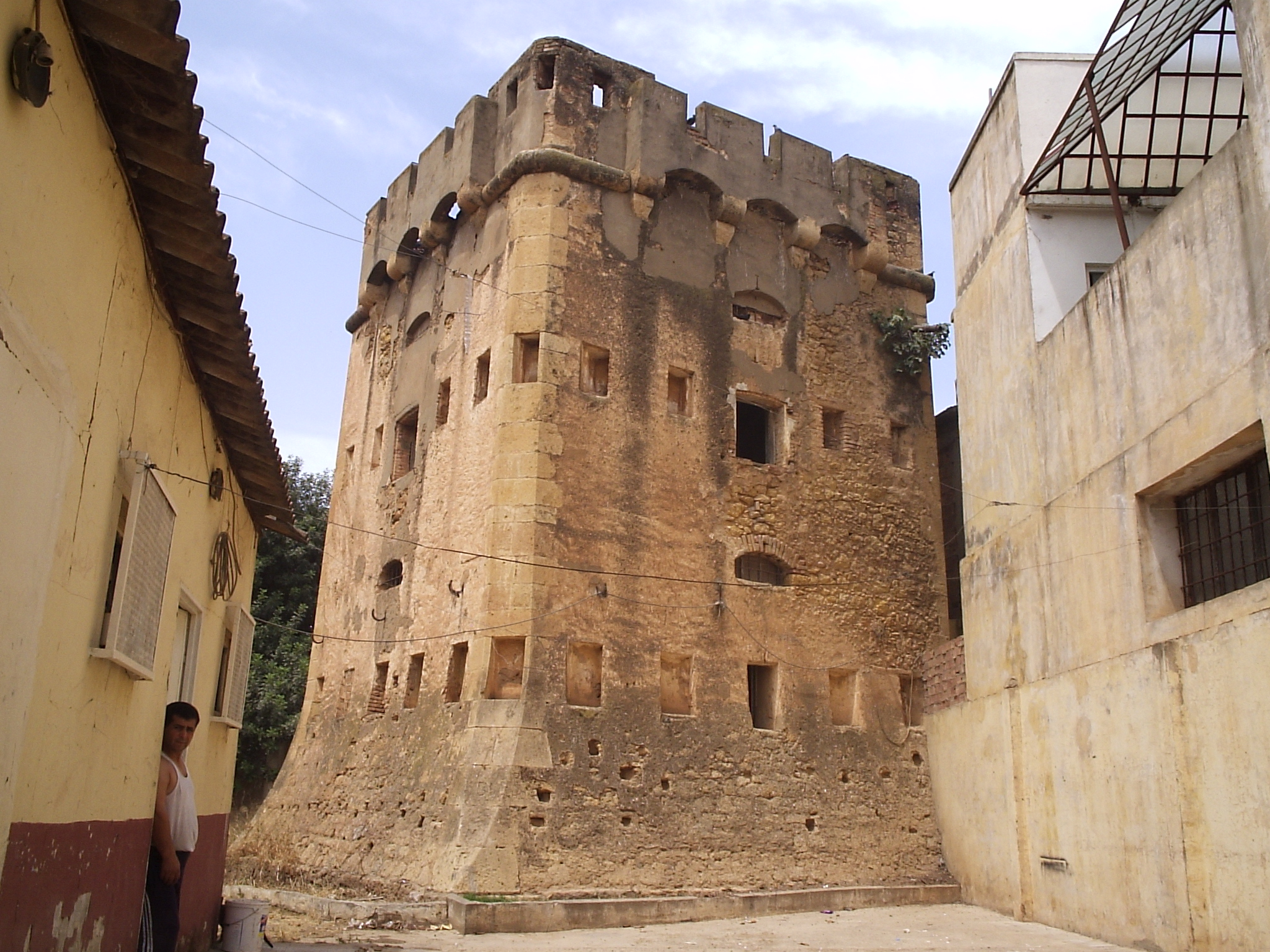 File le blockhaus de tombourouf 2 kol a tipaza jpg for Meuble algerie kolea