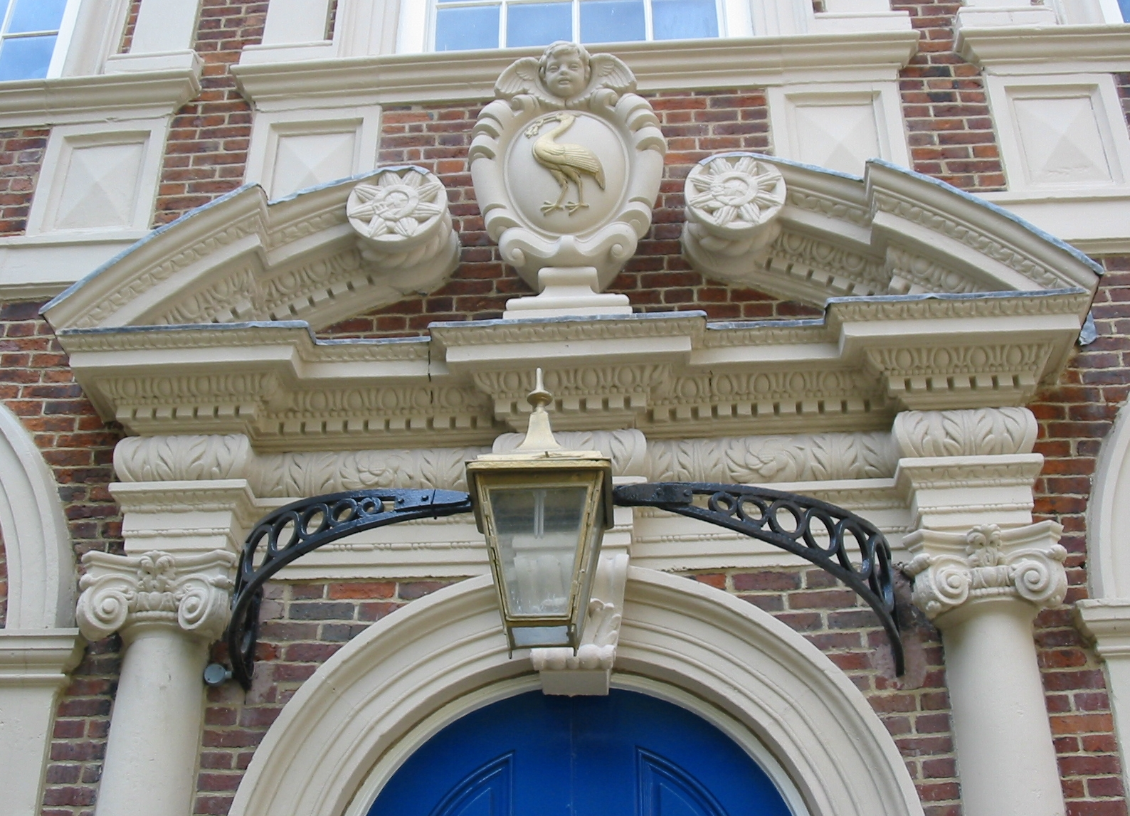 File:Liverpool Bluecoat Door Pediment 2