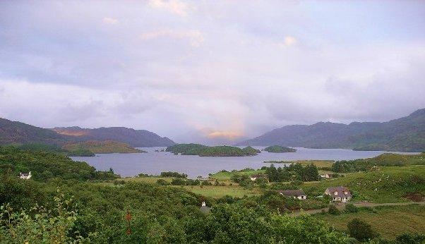 File:Loch Morar.jpg