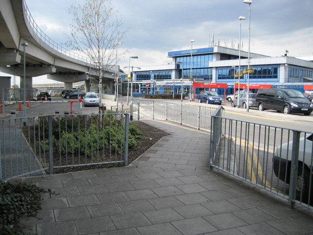 File:London City Airport - geograph.org.uk - 761884.jpg