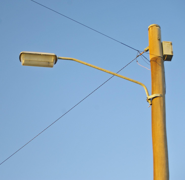 File:Low Pressure Sodium Lamp Casing