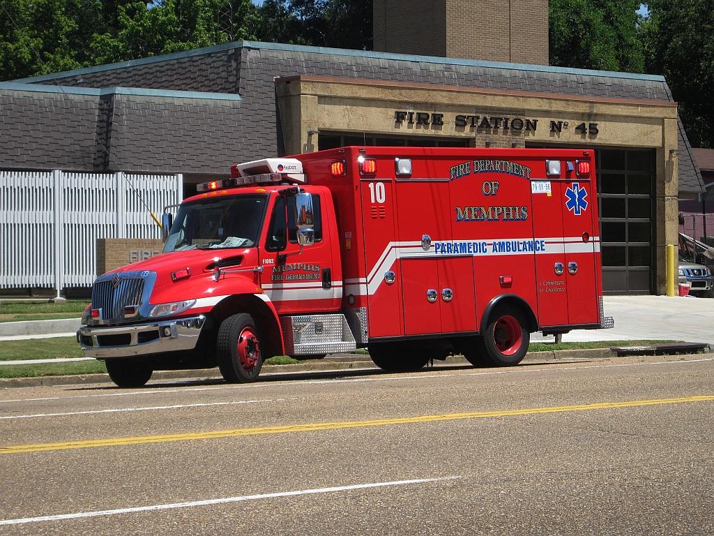 Pompiers Américains / Ambulances Américaines Memphis_Fire_Dept_ambulance_2012-06-23_007