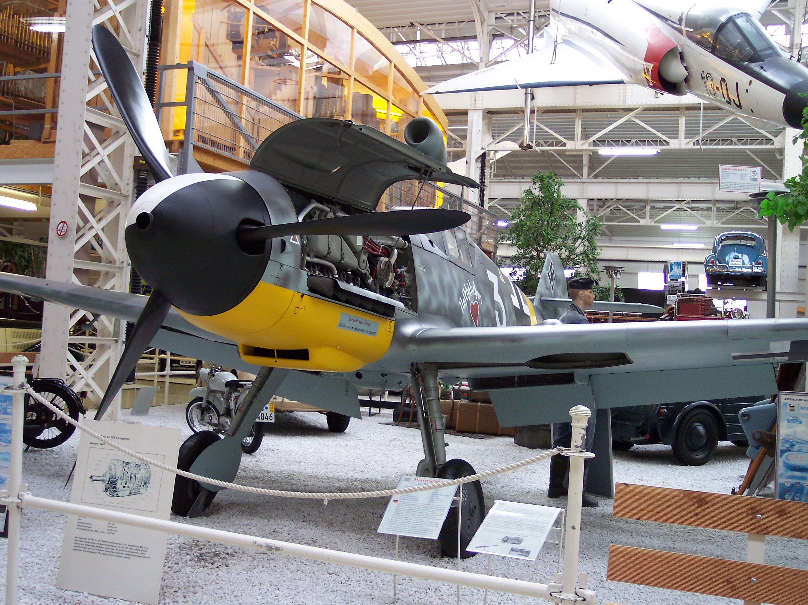 http://upload.wikimedia.org/wikipedia/commons/e/ee/Messerschmitt_Bf_109_G-4_Seriennummer_19310_vl.jpg