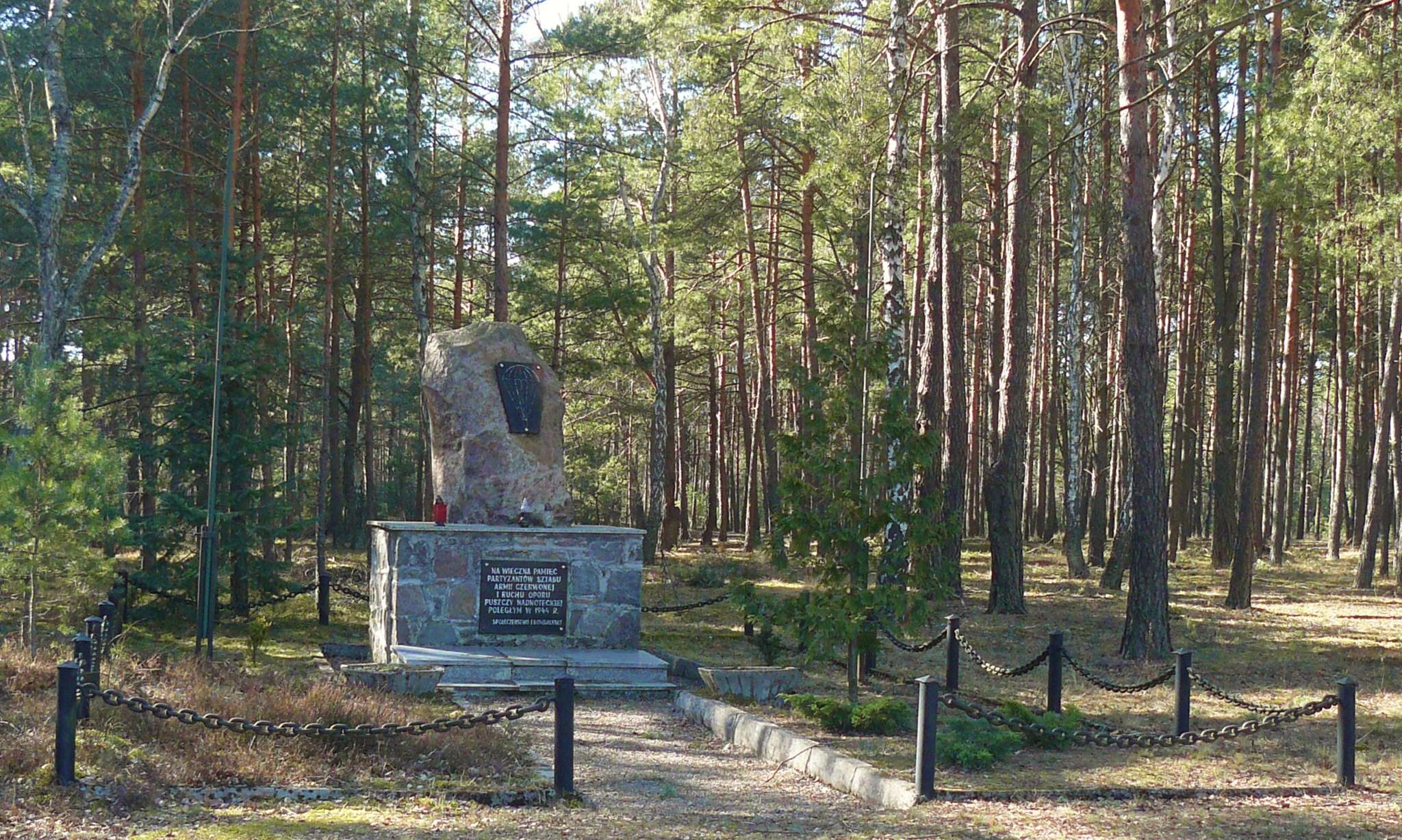 Pomnik zawiadowców Armii Czerwonej w Rzecinie