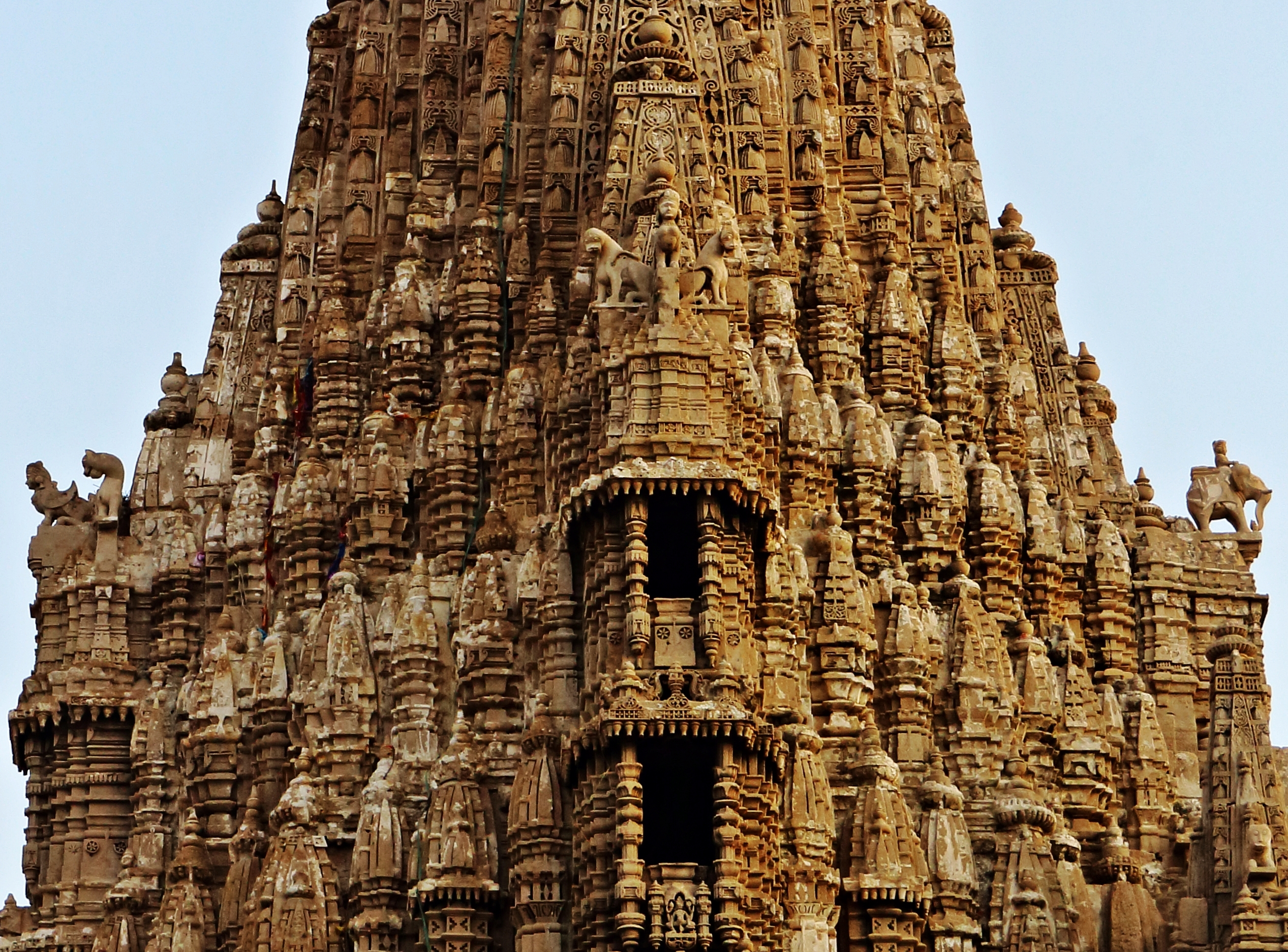 10 Stunning Temples You Must Explore In India - Hand ...