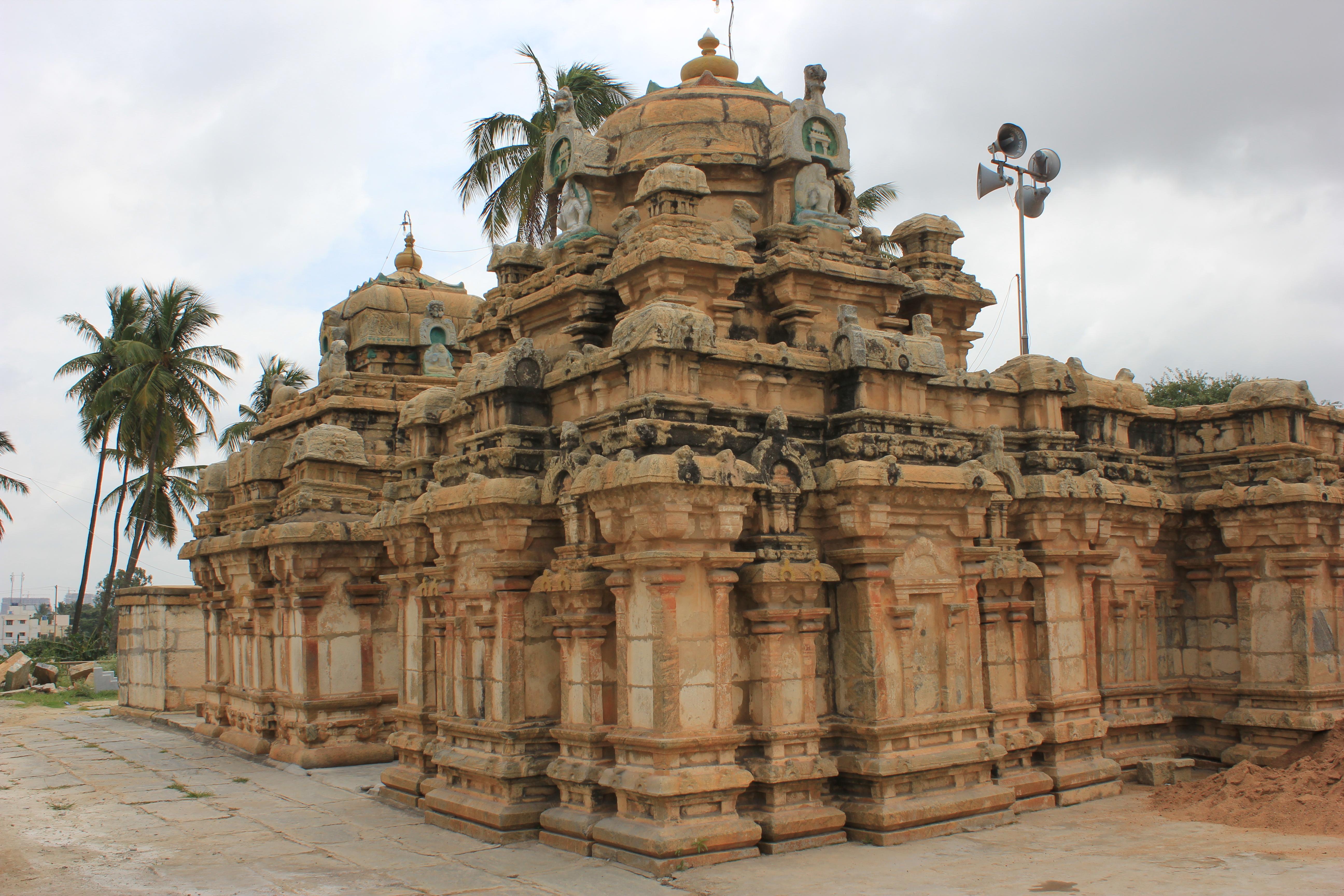 Naganatheshvara Temple (9th century) at Begur, Bengaluru.JPG