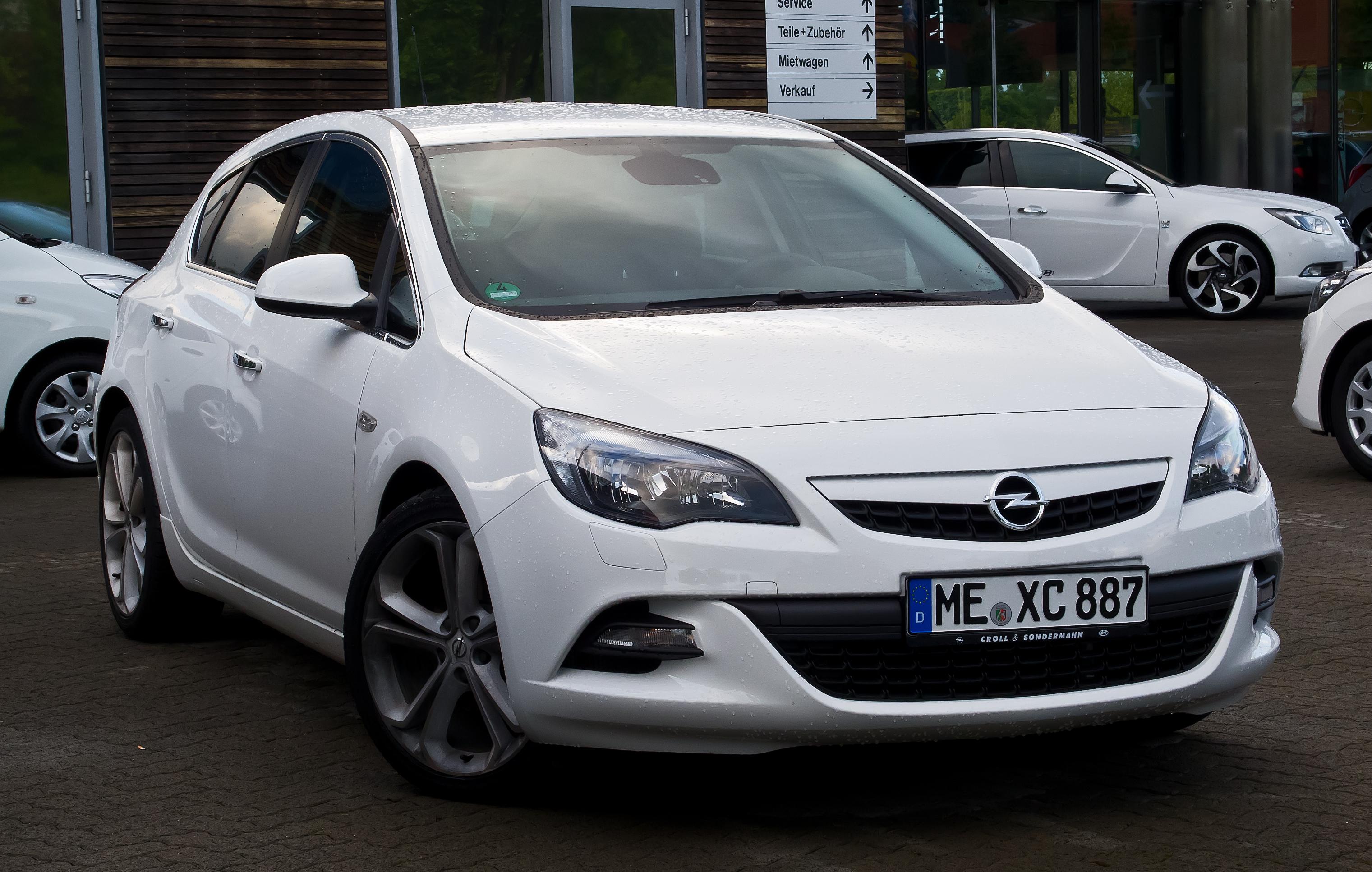 File:Opel Astra 1.7 CDTI White Edition (J) – Frontansicht ...