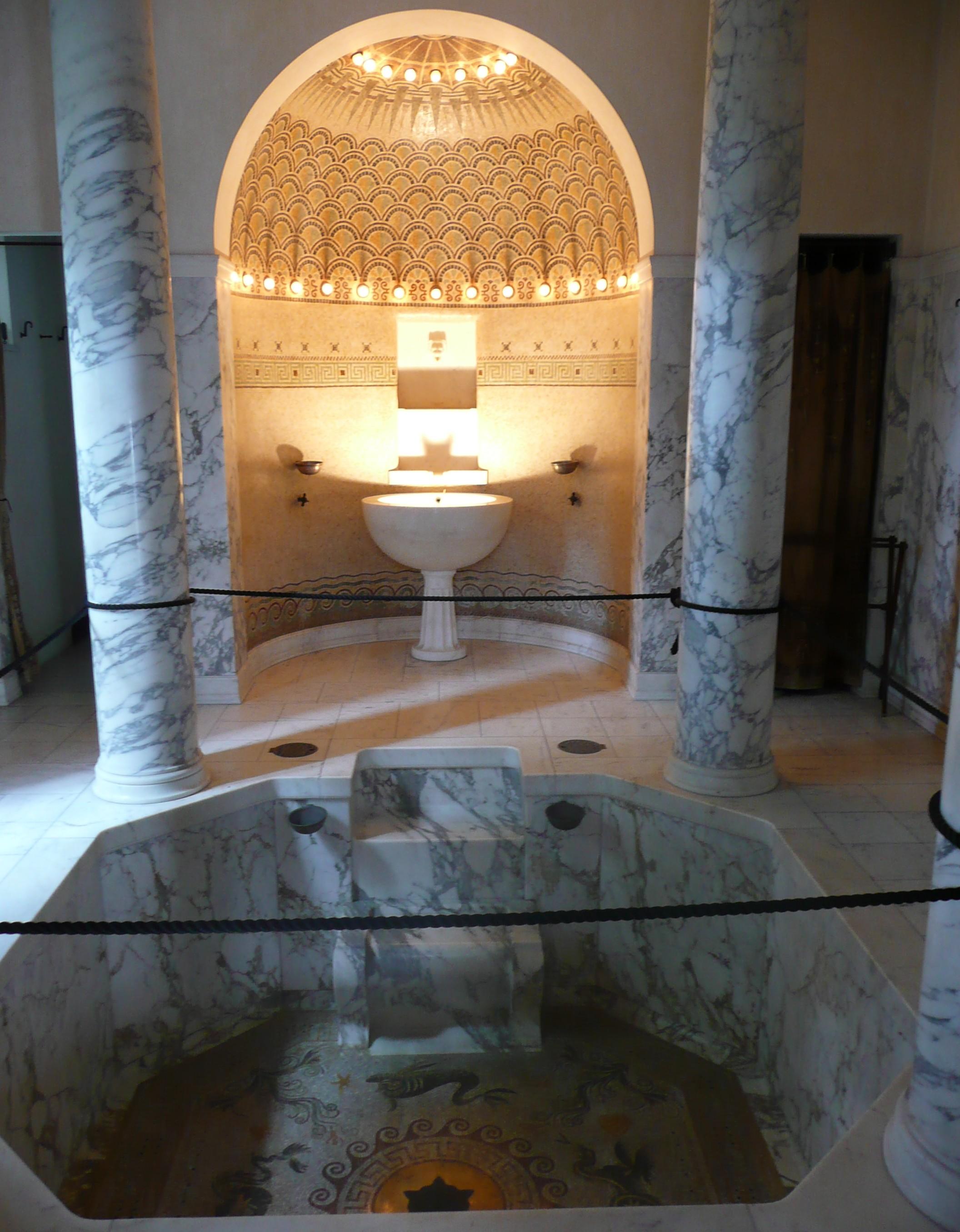 Salle De Bain Marbre De Carrare file:p1080231balaneion& sa baignoire octogonale en marbre
