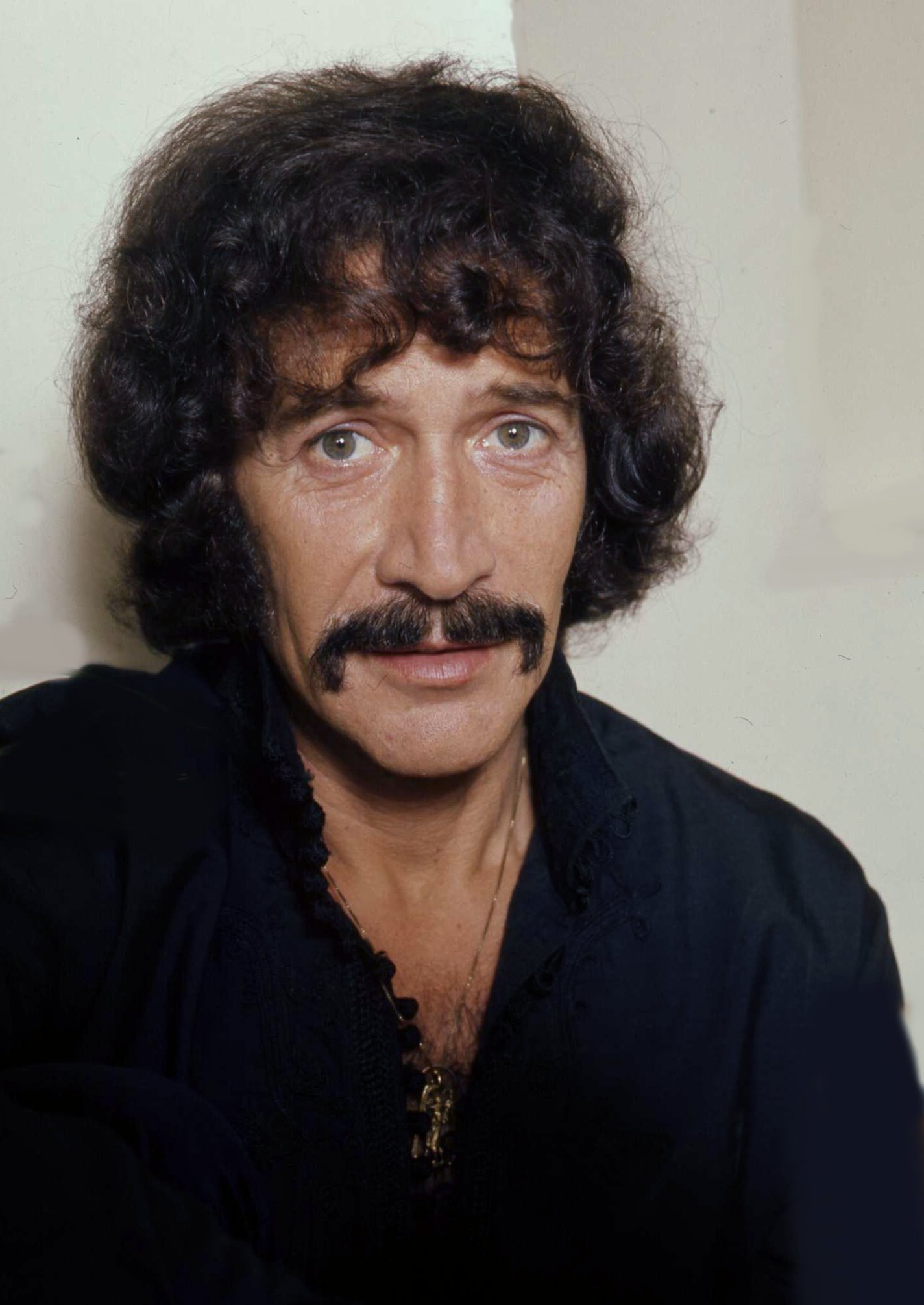 peter wyngarde how tall