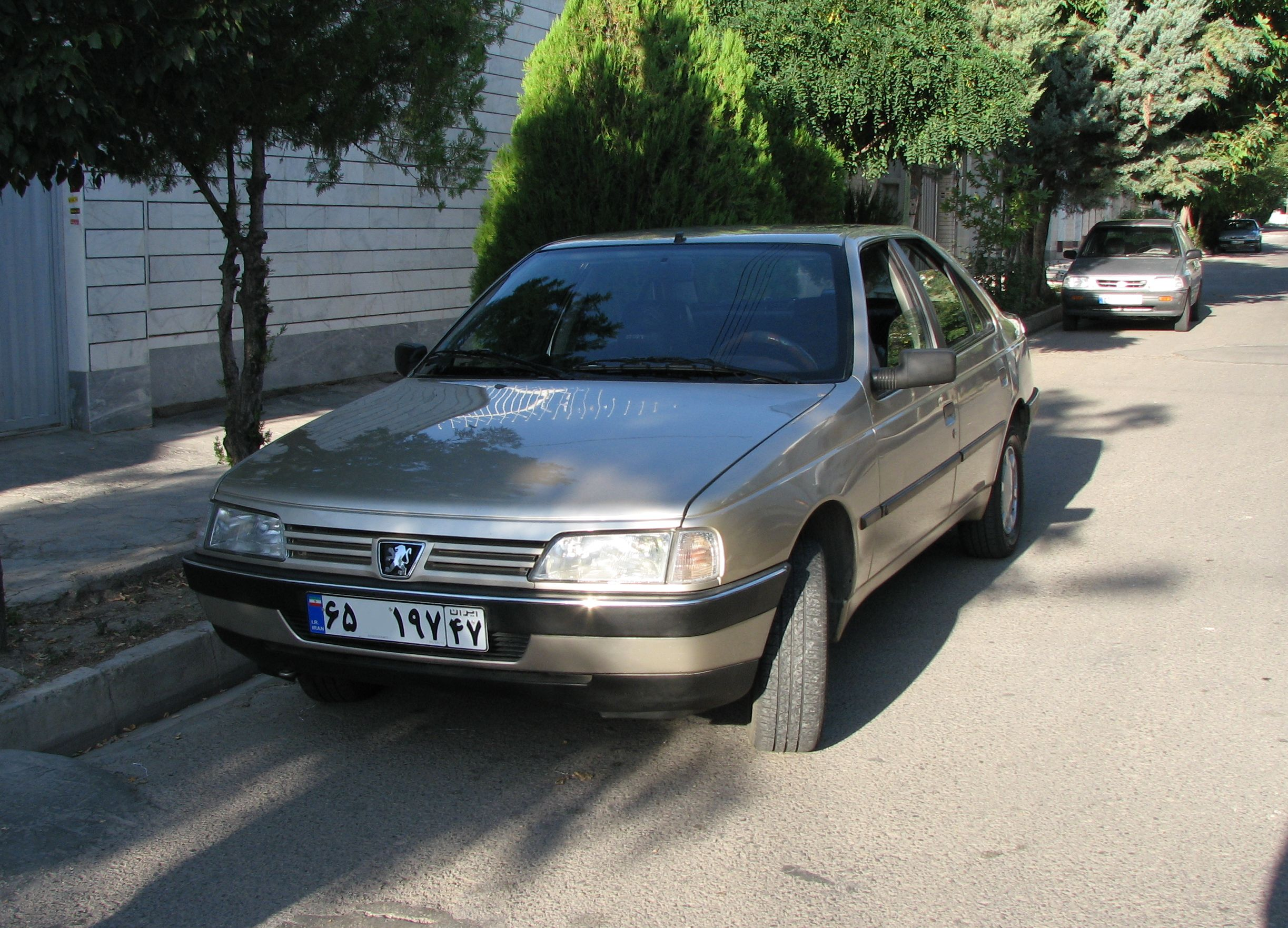 Description Peugeot 405-Arak 1.jpg