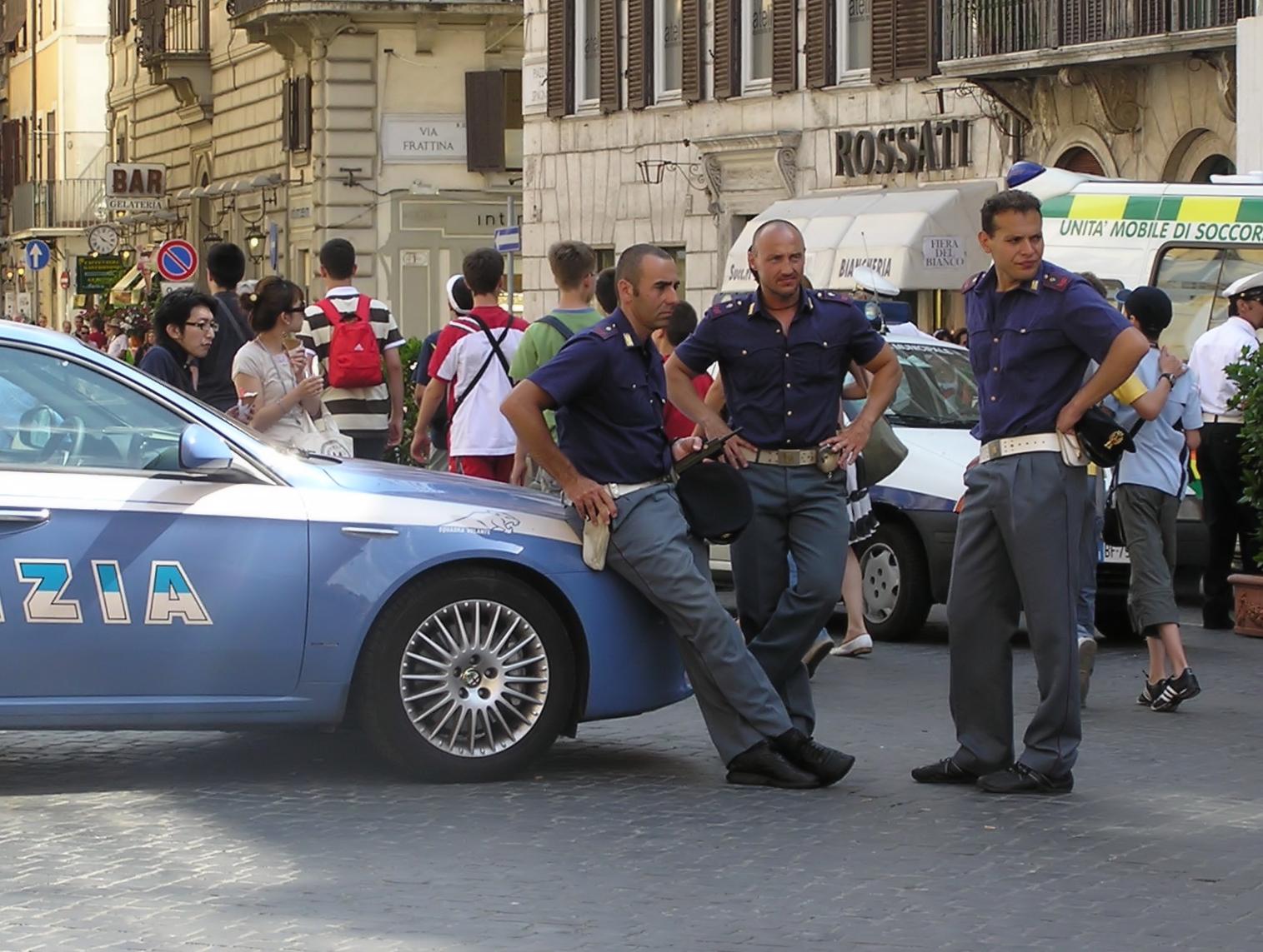 File:Polizia.di.stato.arp.jpg - Wikimedia Commons