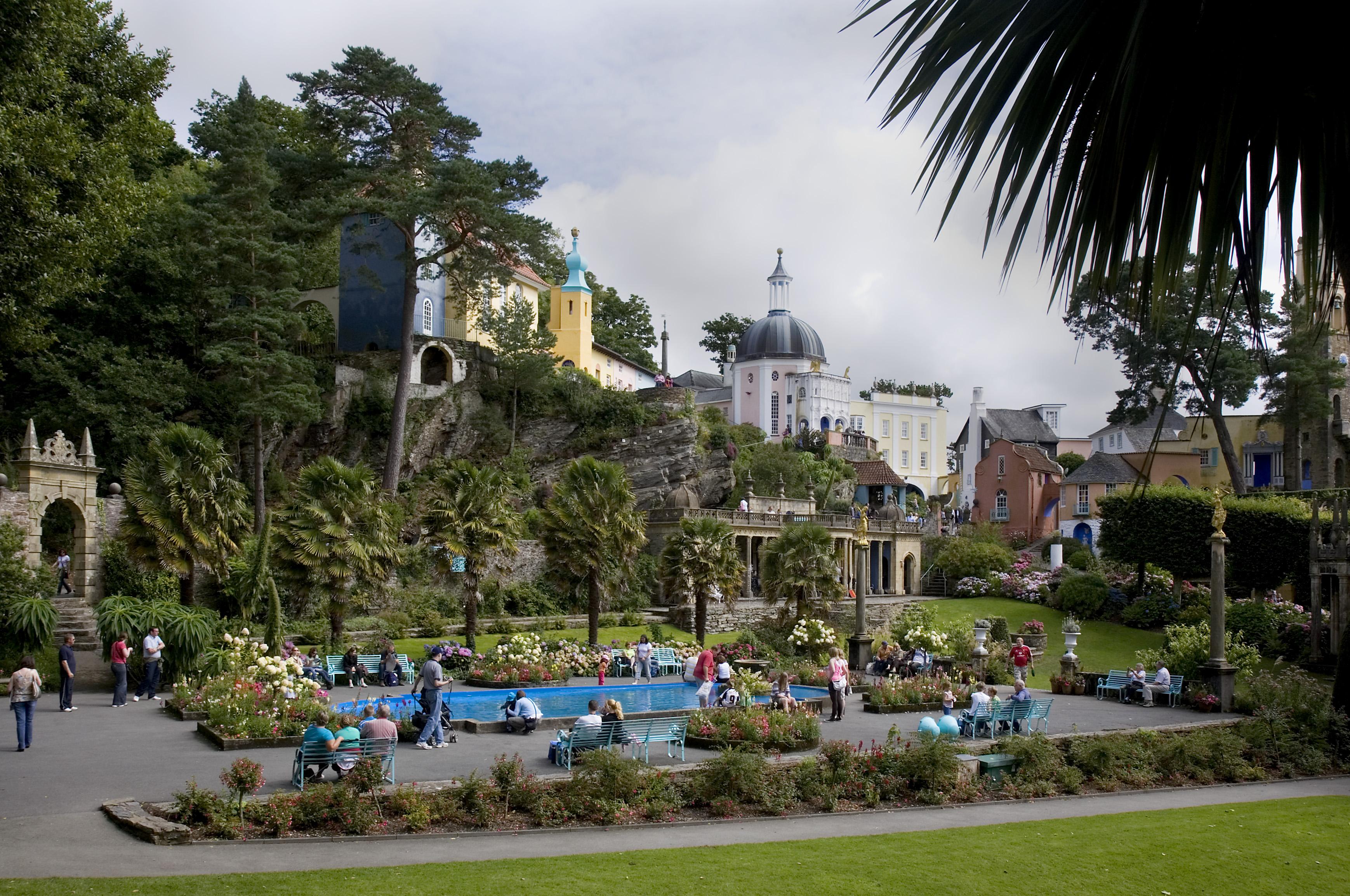 Portmeirion Walk Oakeley Arms Hotel Castell Deudraeth Wales Gazeboholiday Hotelnorth