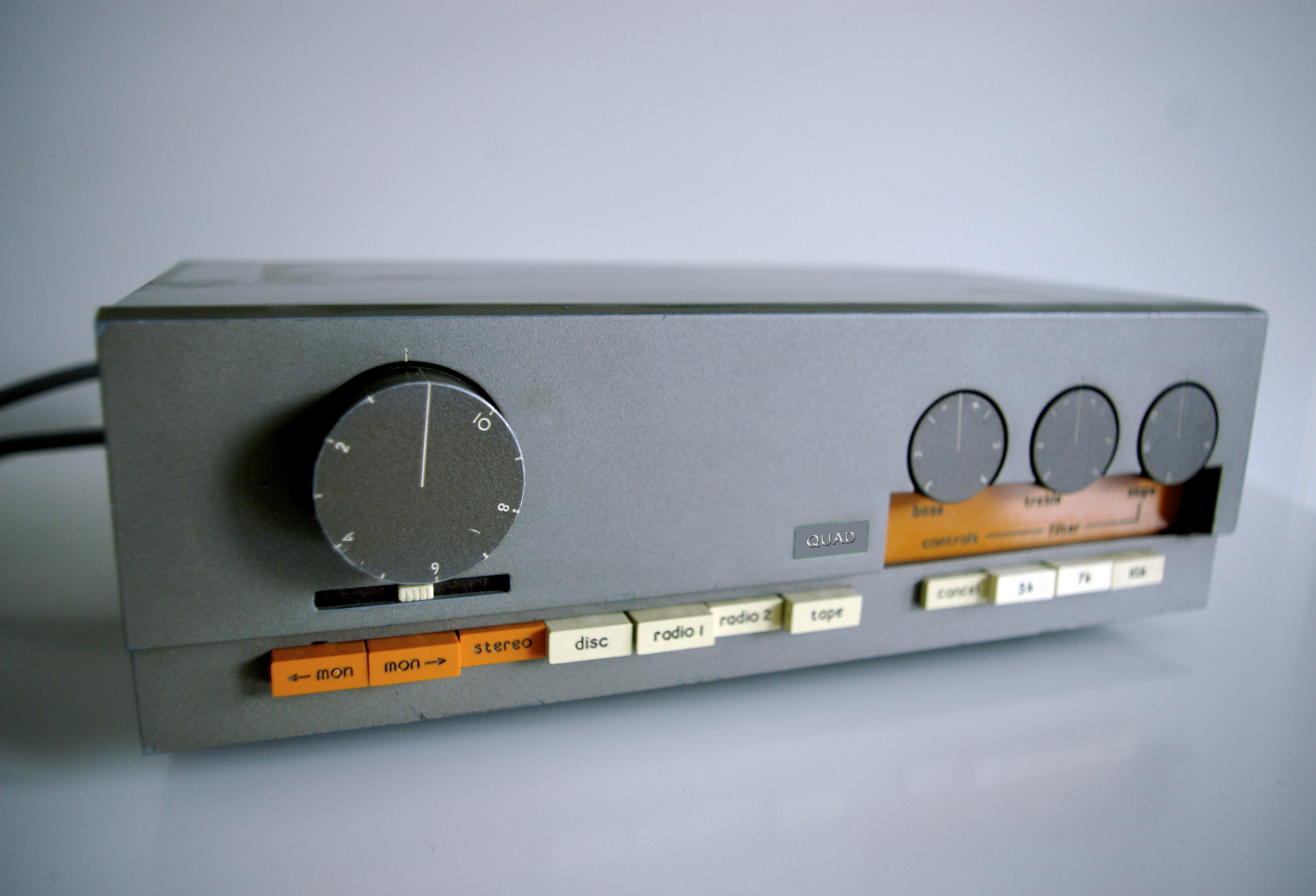 ¿Qué aparato/s vintage os gustaría tener? - Página 5 Quad_33_Front
