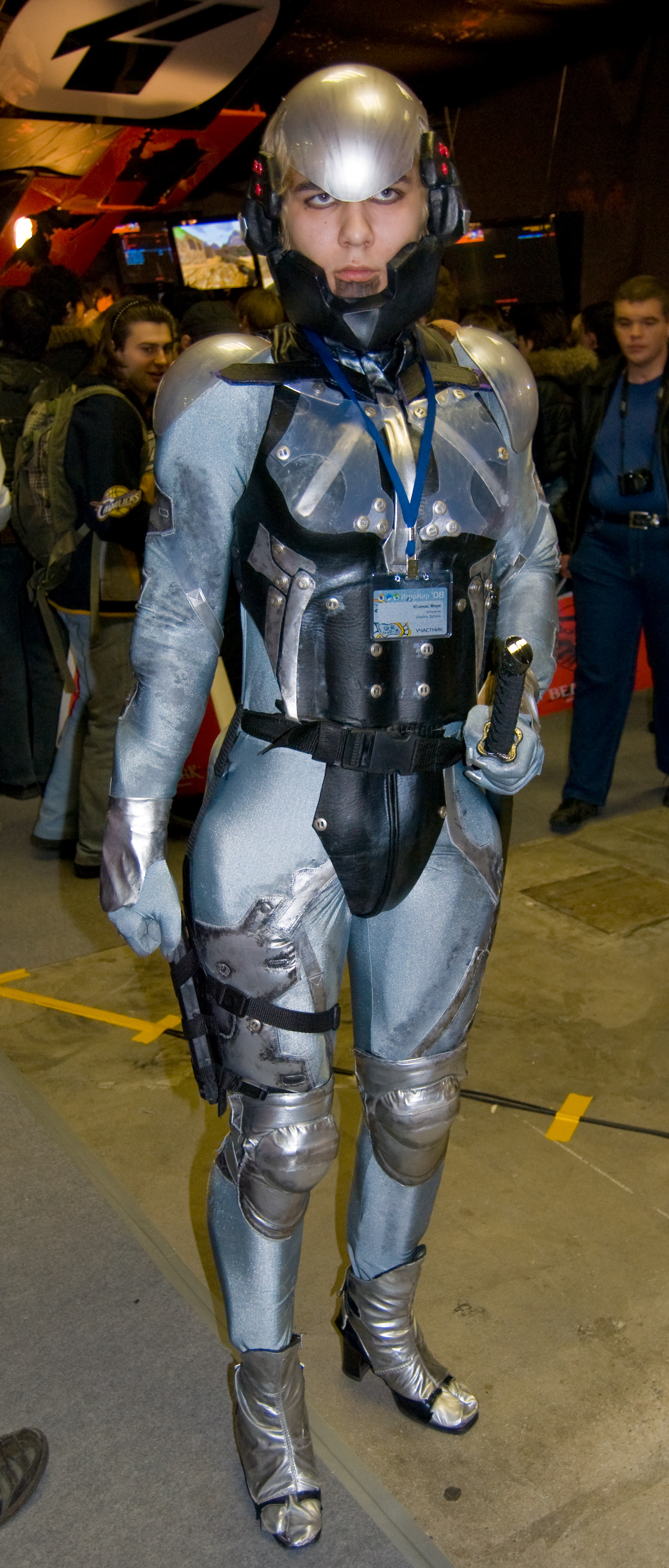 File:Raiden (MGS4) girl on Igromir 2008 (3012756798).jpg