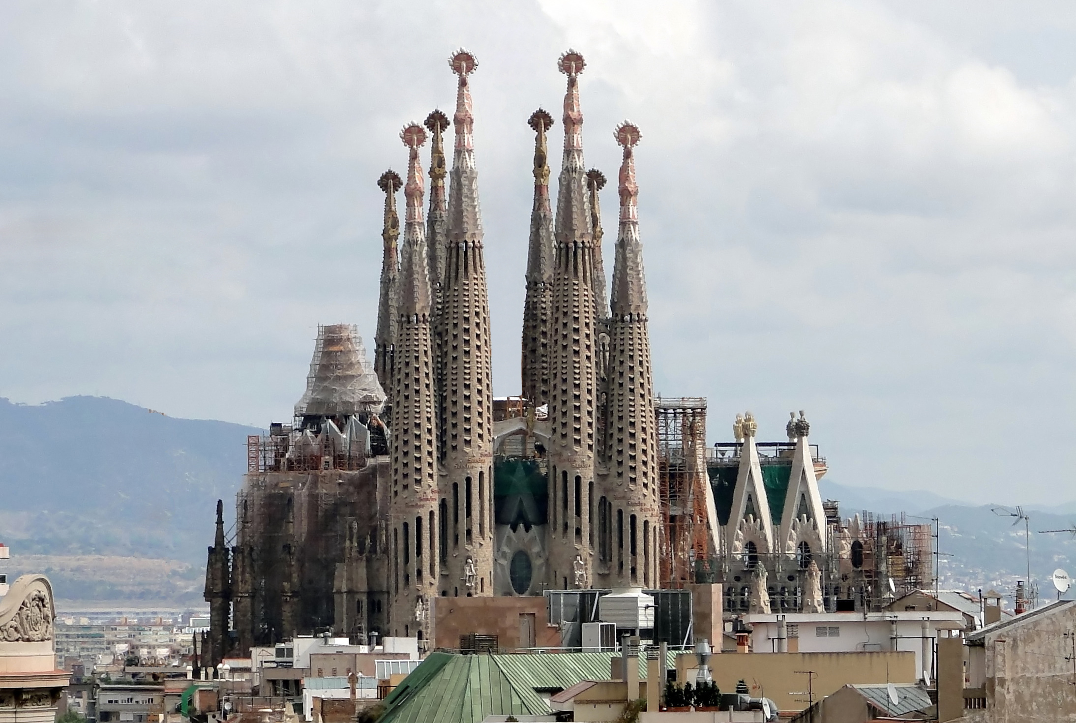 Sagrada Familia v Barceloně, Wikipedie.cs