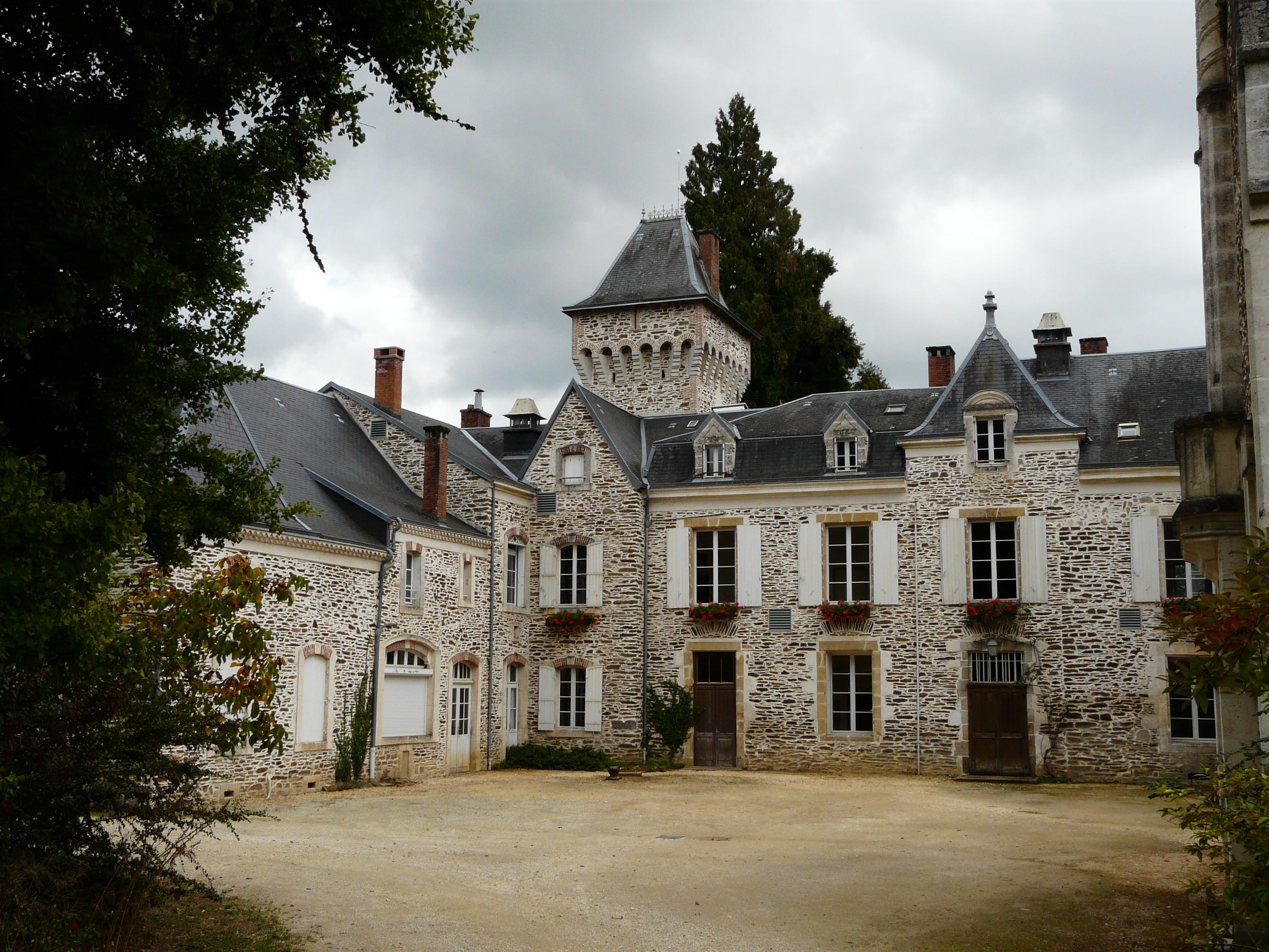 Votre demeure n'a pas encore été créée? Saint-Priest-les-Foug%C3%A8res_Oche_ch%C3%A2teau_%284%29