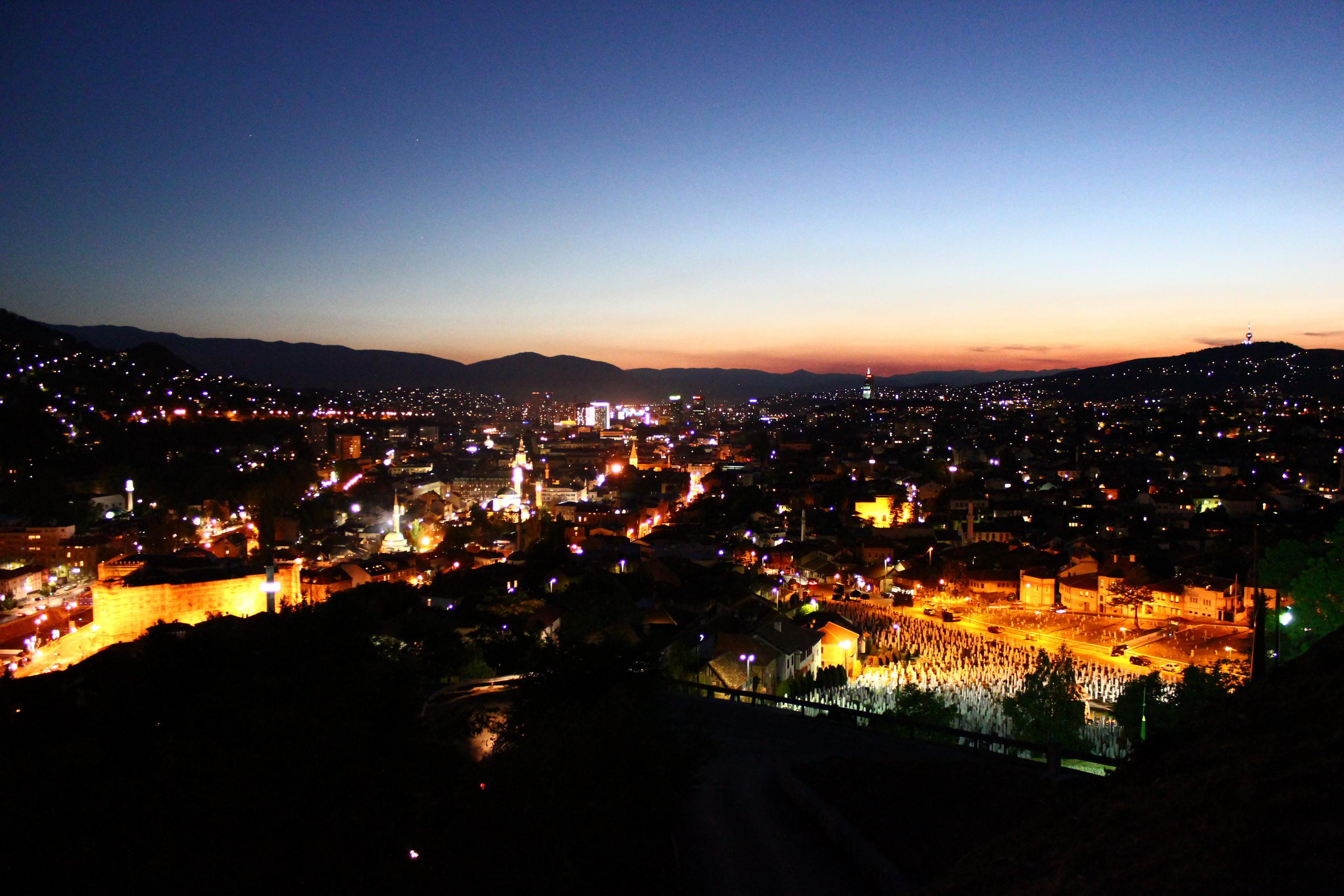 Datei:Sarajevo at night.JPG – Wikipedia