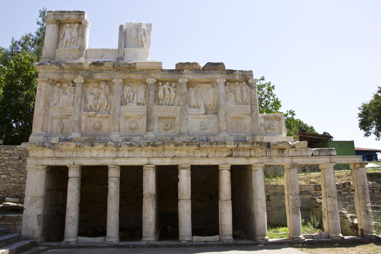 File:Sebasteion - Aphrodisias.jpg - Wikimedia Commons