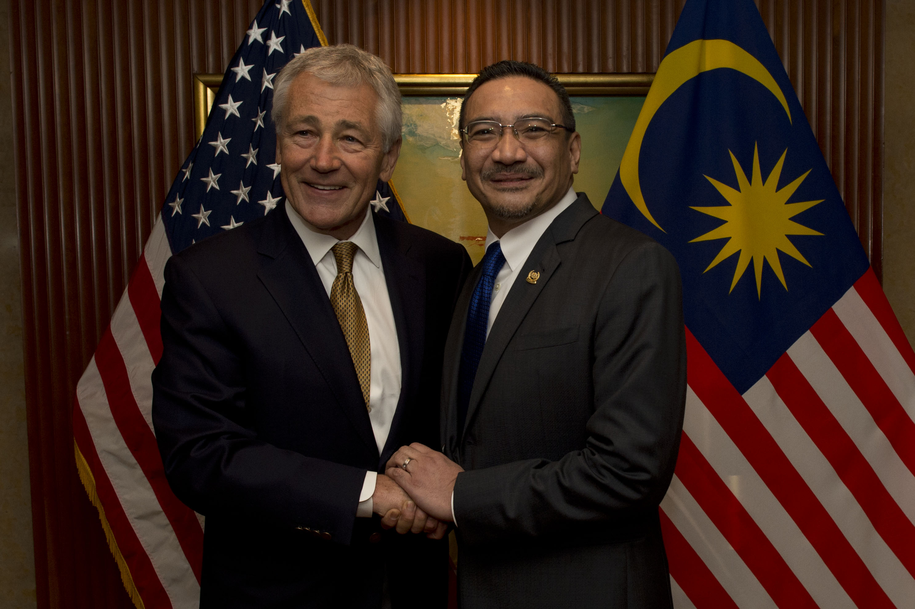 http://upload.wikimedia.org/wikipedia/commons/e/ee/Secretary_of_Defense_Chuck_Hagel_shakes_hands_with_Malaysian_Minister_of_Defense_Hishammuddin_Hussein.jpg
