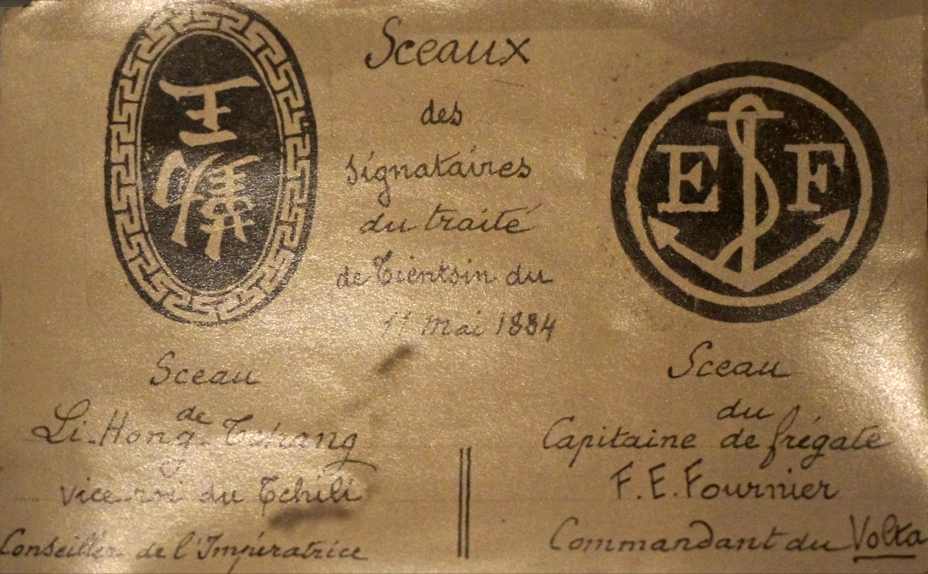 https://upload.wikimedia.org/wikipedia/commons/e/ee/Signataires_Tien_Tsin_1884_05159.jpg