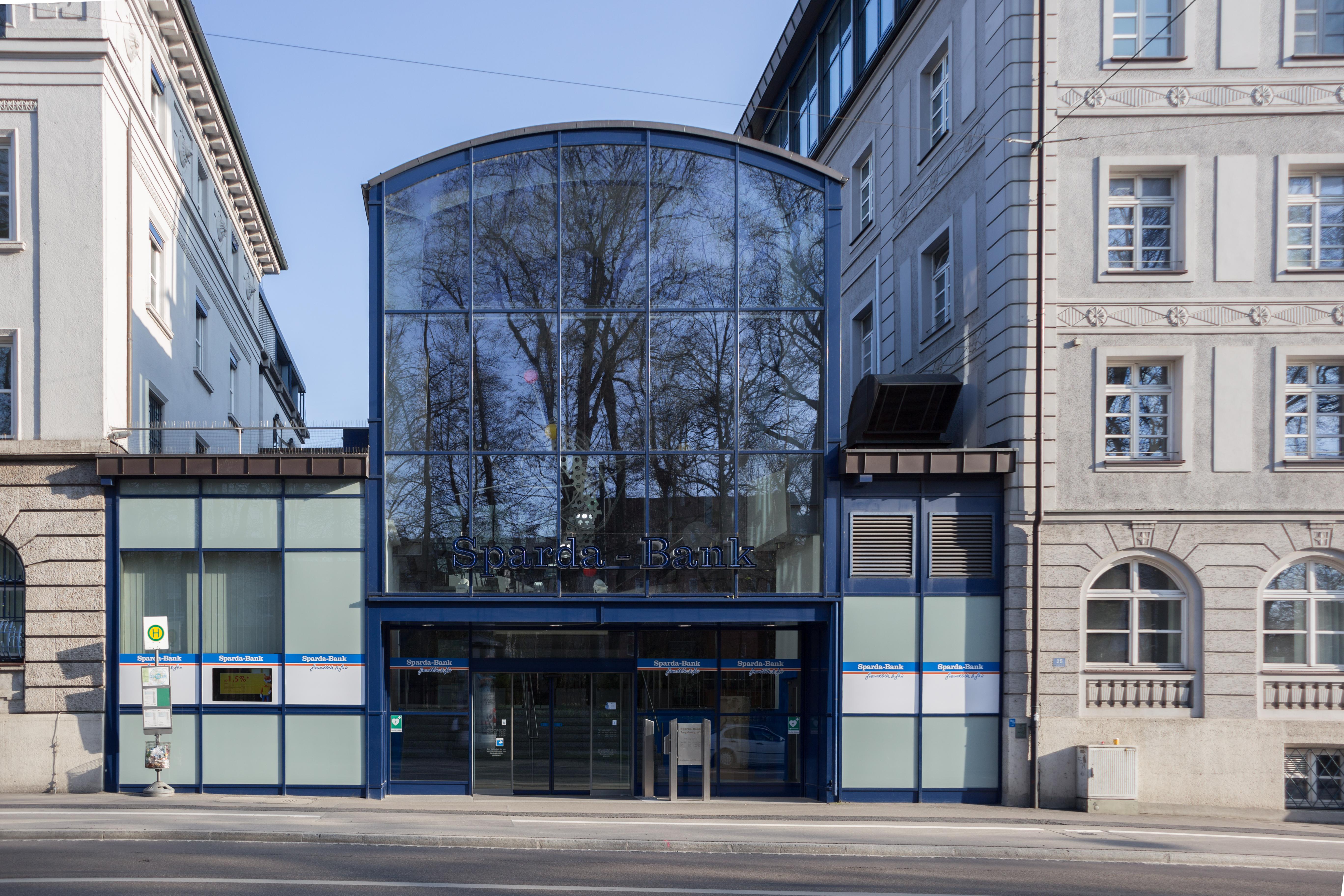 File:Sparda-Bank Augsburg - Main entrance.jpg - Wikimedia Commons on