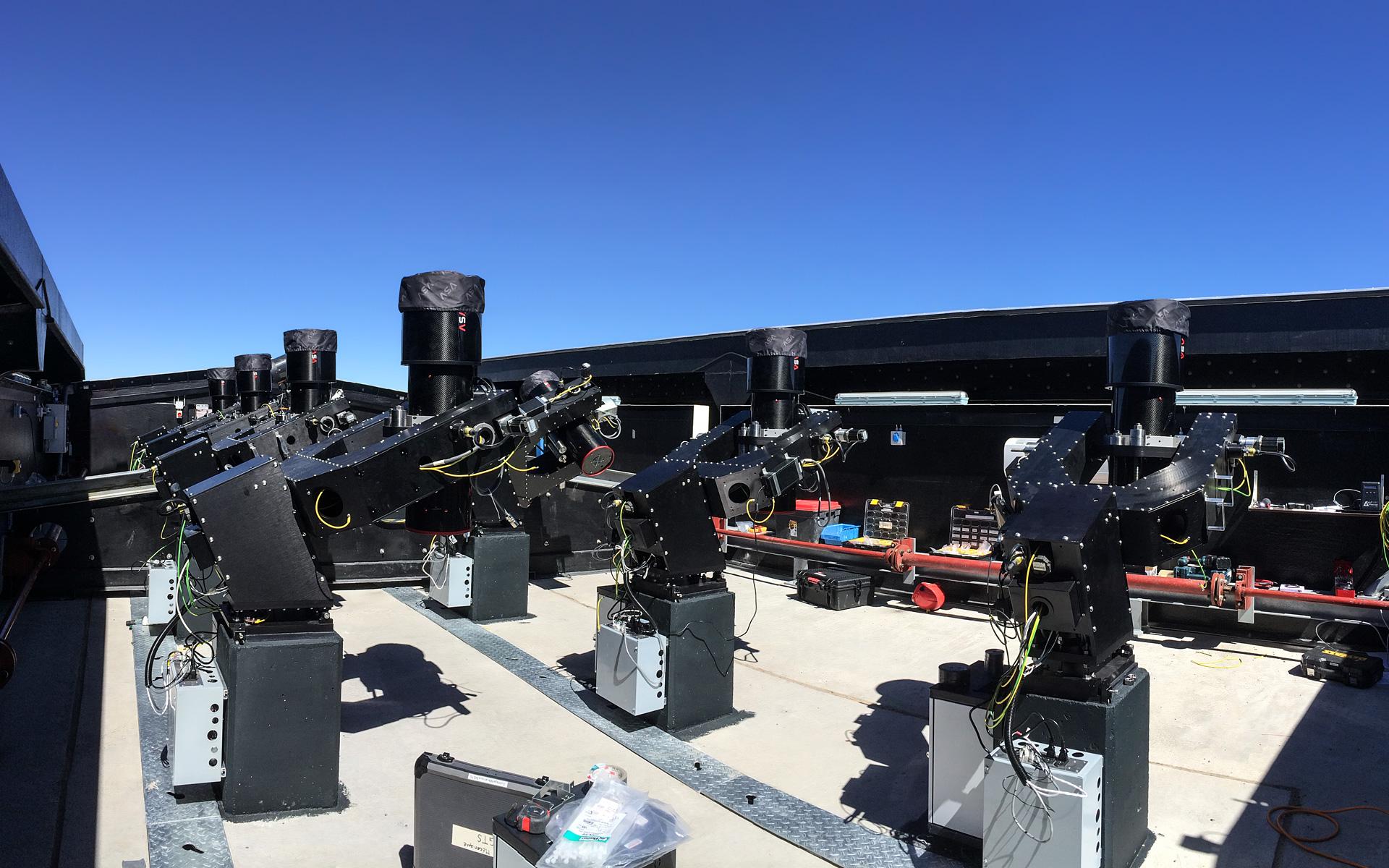 Next Generation Transit Survey (หรือเรียกย่อๆว่า NGTS) ซึ่งเป็นฐานหุ่นยนต์ภาคพื้นดิน ที่ตั้งอยู่ ณ หอดาวเพรานอล (Paranal Observatory) ในทะเลทรายอาตากามาทางตอนเหนือของชิลี