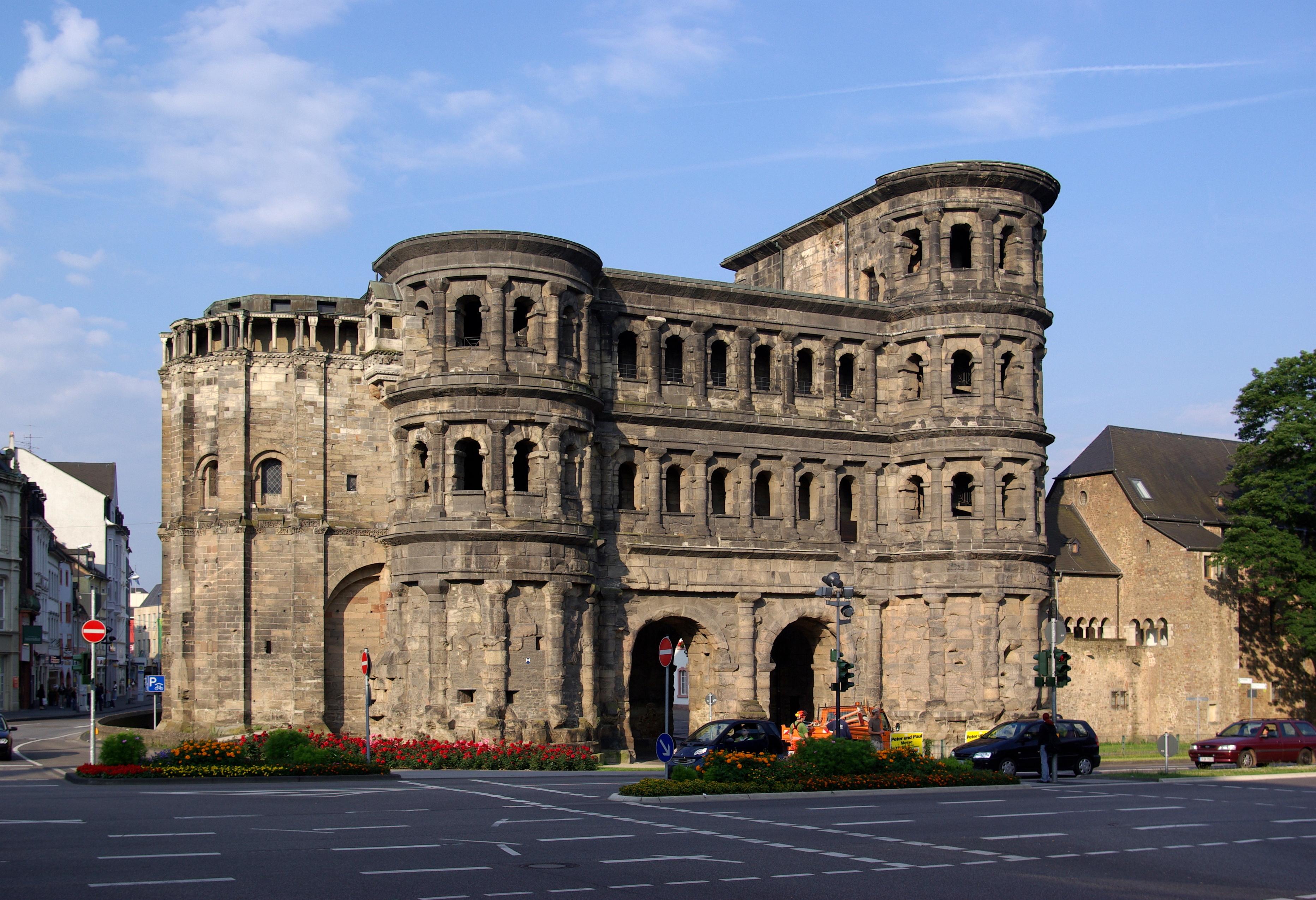 http://upload.wikimedia.org/wikipedia/commons/e/ee/Trier_Porta_Nigra_BW_1.JPG