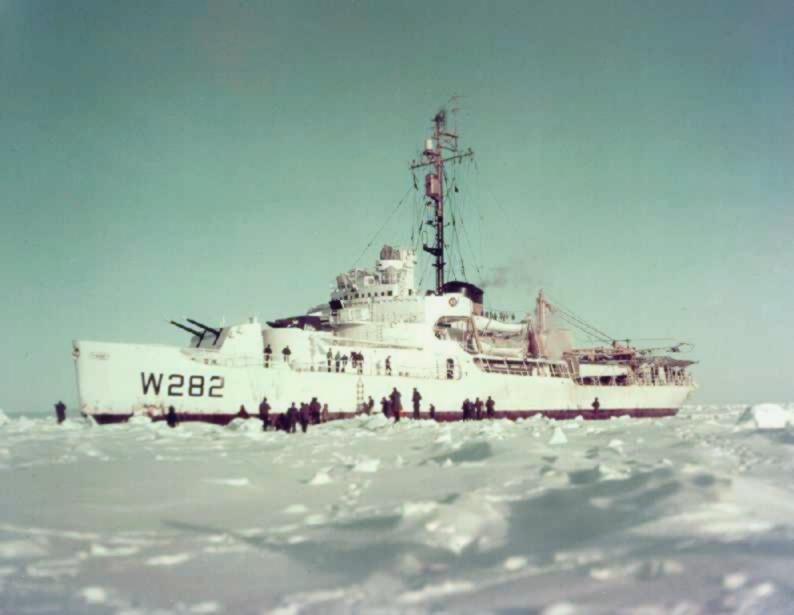 https://upload.wikimedia.org/wikipedia/commons/e/ee/USCGC_Northwind_%28WAGB-282%29_in_ice.jpg