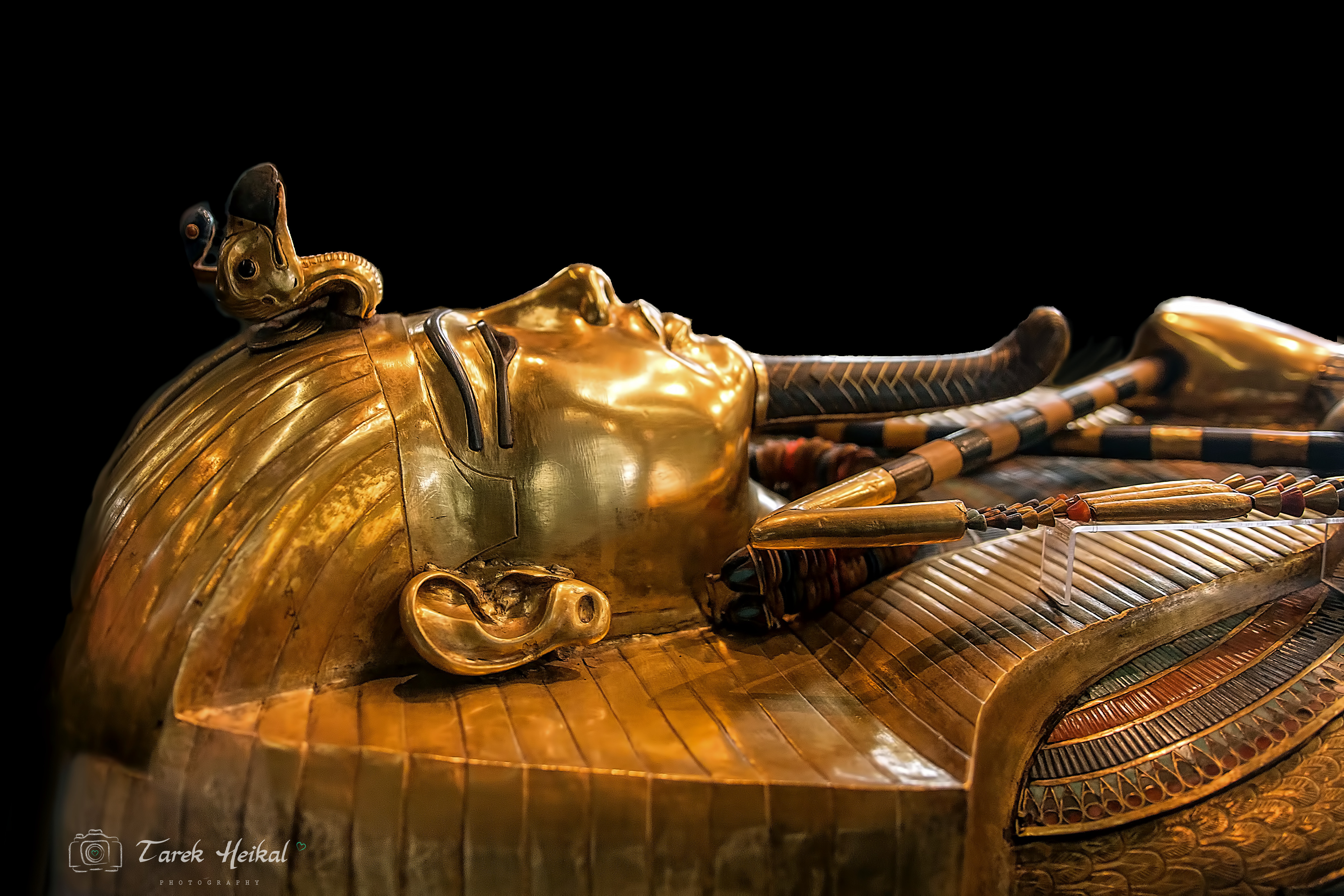 التابوت الذهبي للملك توت عنخ امون.jpg
