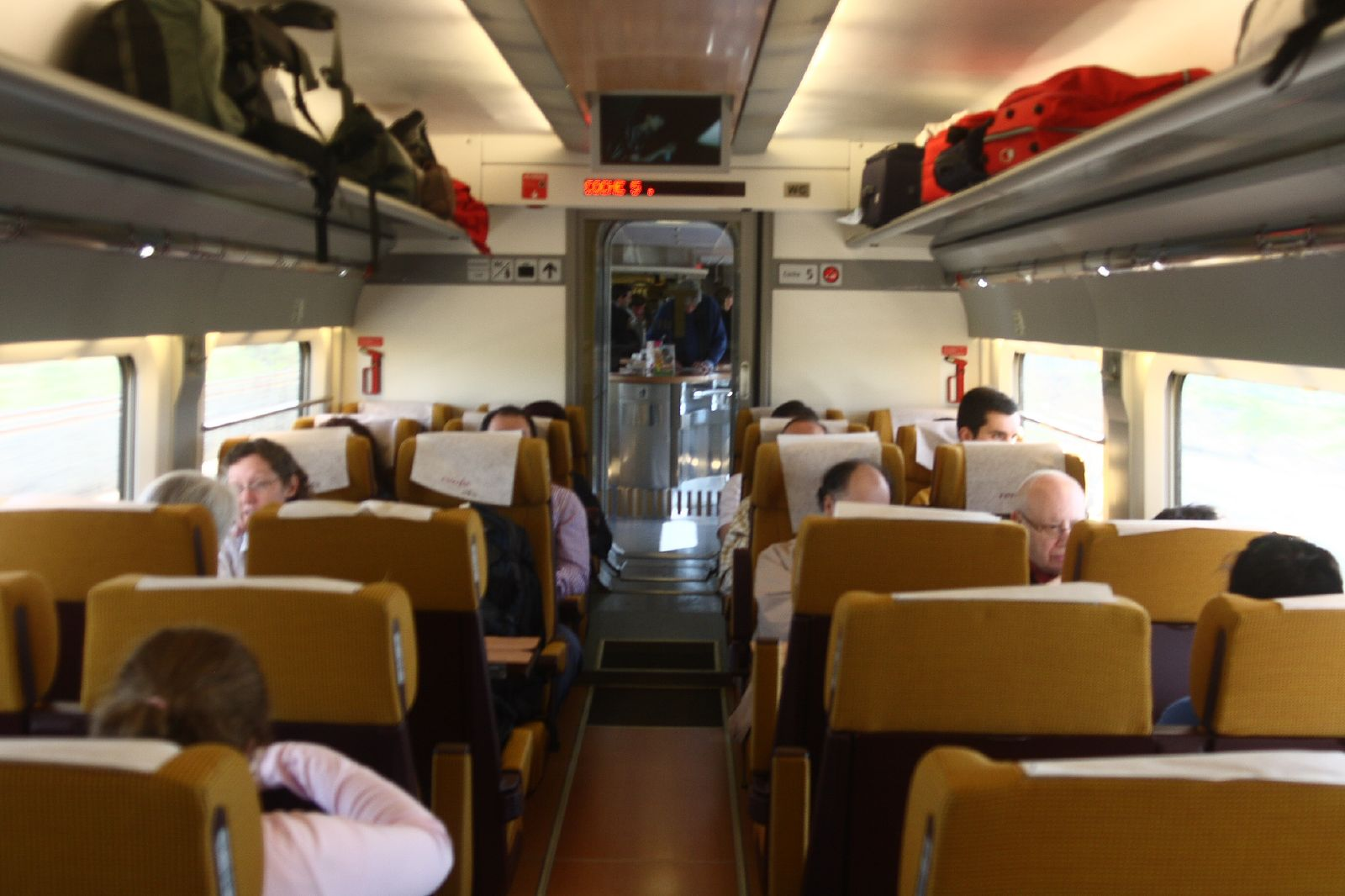 File 100 renfe ave clase turista matthew for Ave hotel barcelona madrid