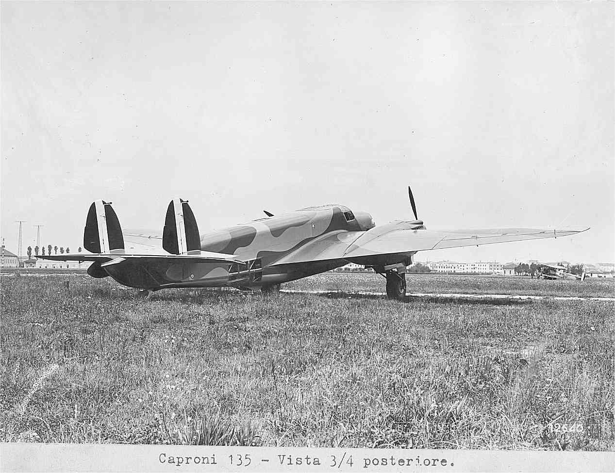 1937-aereo-bimotore-Caproni-135-A-vista-