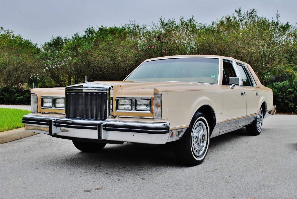 File 1984 Lincoln Towncar Jpg Wikimedia Commons