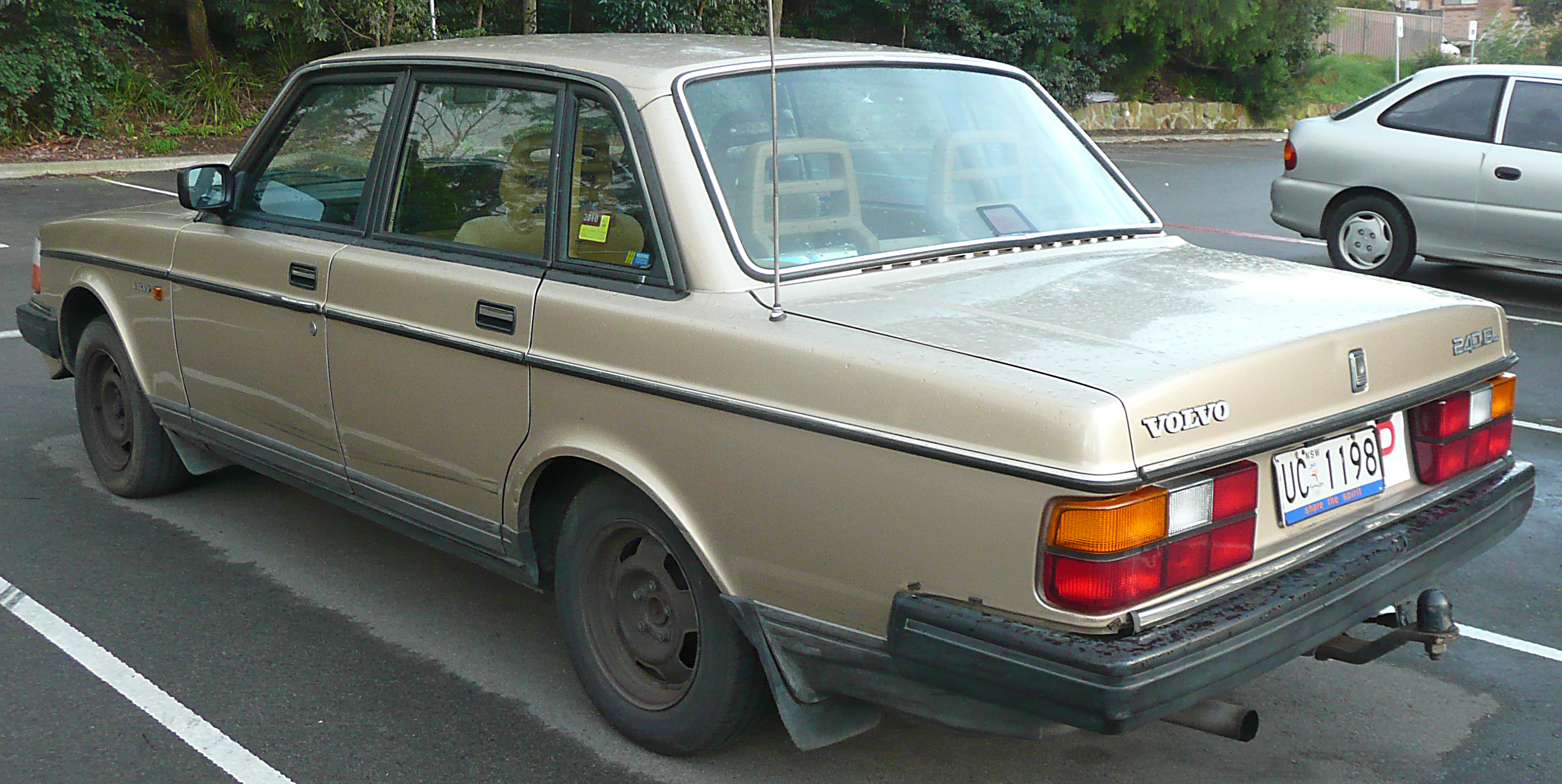 File 1988 1991 Volvo 240 Gl Sedan 2009 06 28 01 Jpg Wikimedia Commons
