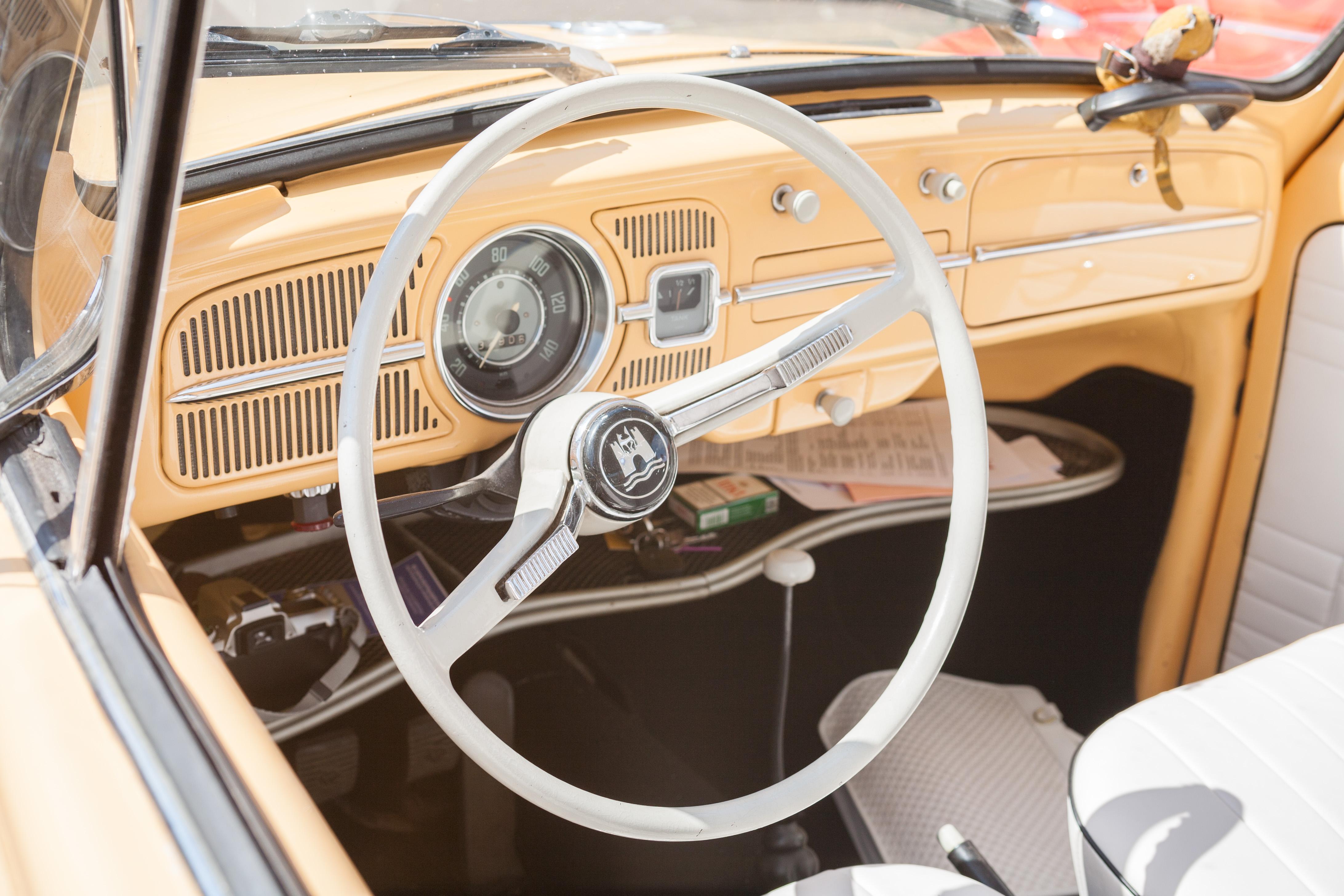 File:2007-07-15 Lenkrad und Armaturenbrett eines VW Käfers (VW Typ