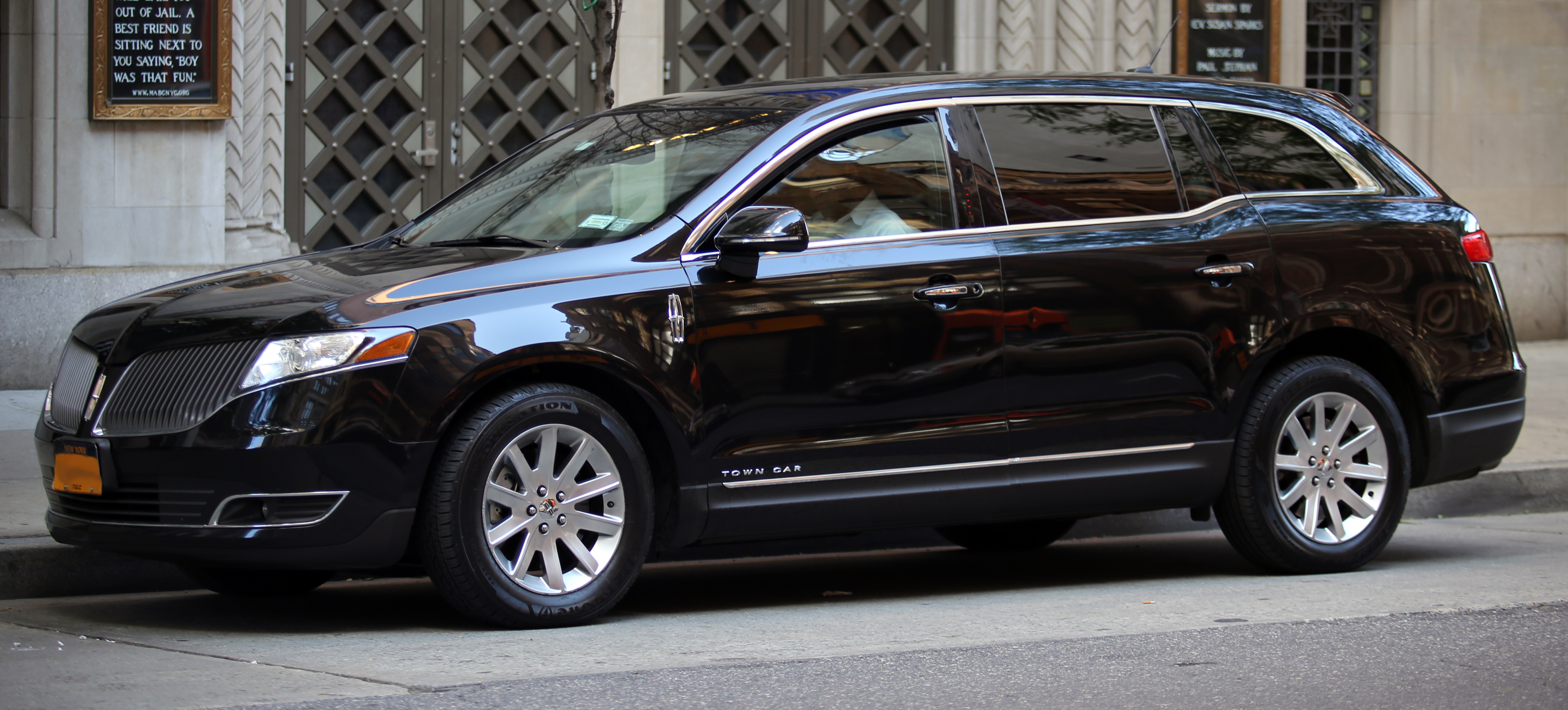 file 2013 lincoln mk t town car nyc jpg wikimedia commons. Black Bedroom Furniture Sets. Home Design Ideas
