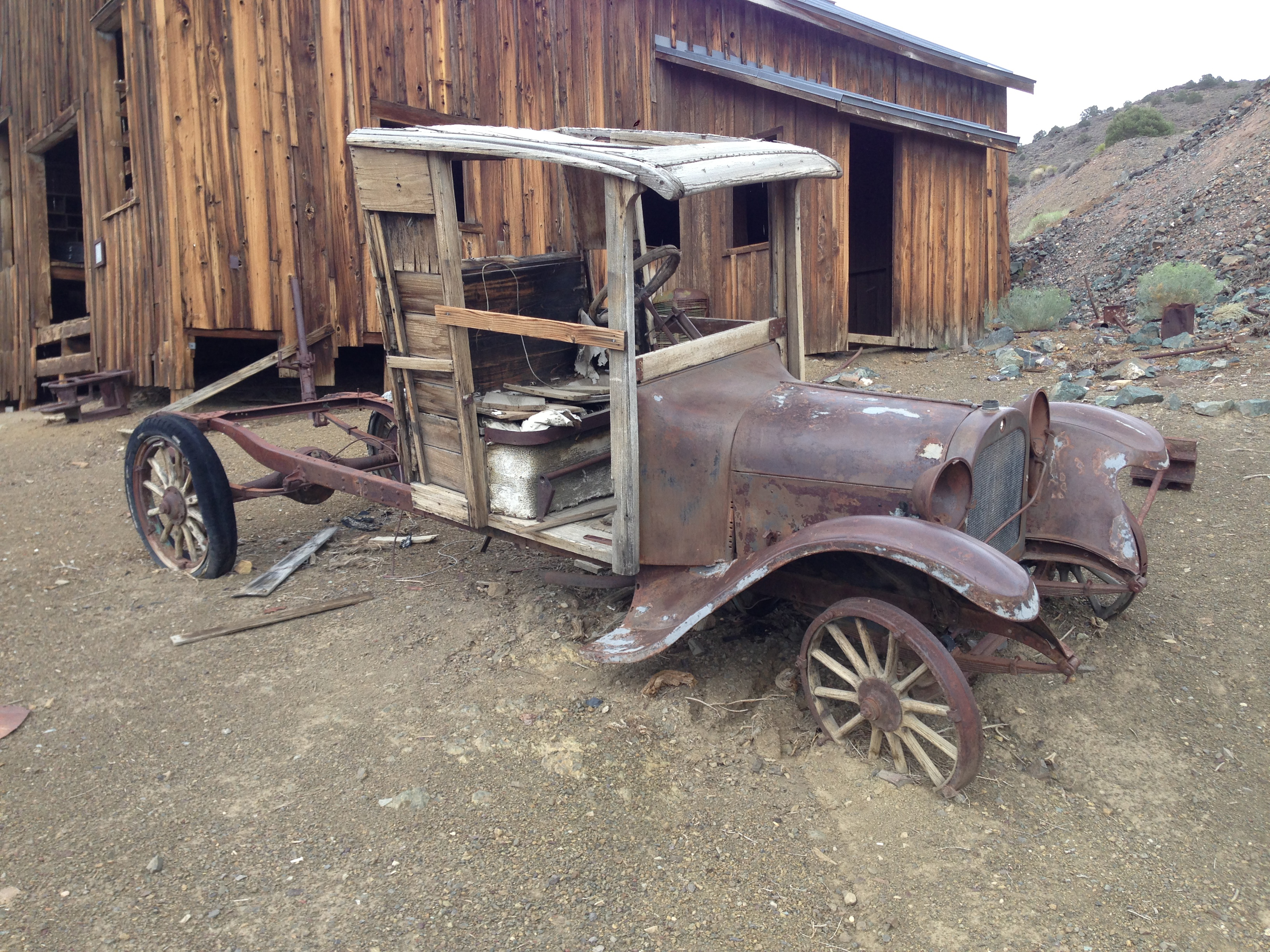 File:2014-07-28 13 30 03 Old car in front of the machine shop in ...