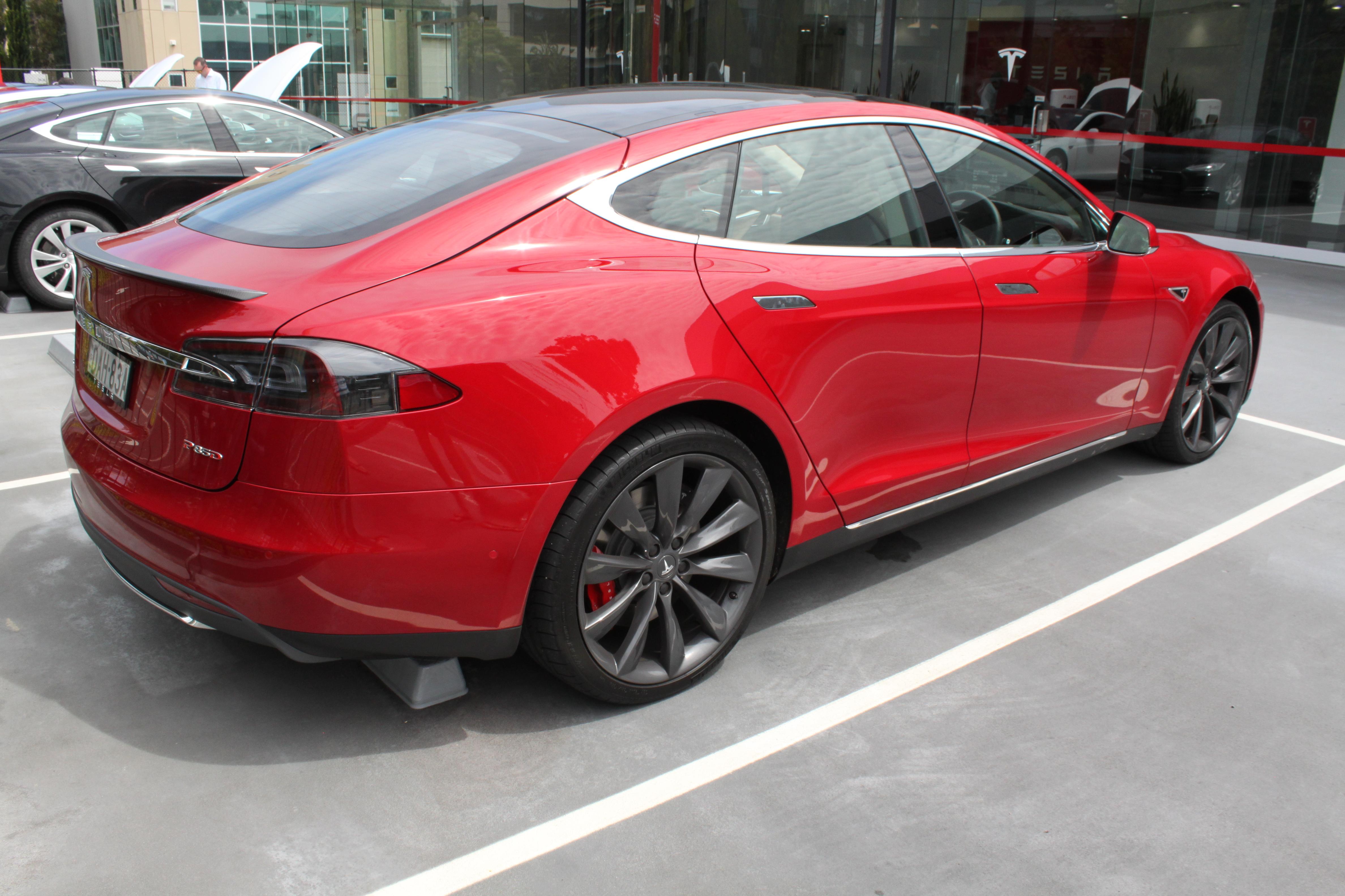 File:2015 Tesla Model S P85D hatchback (24095782950) jpg - Wikimedia