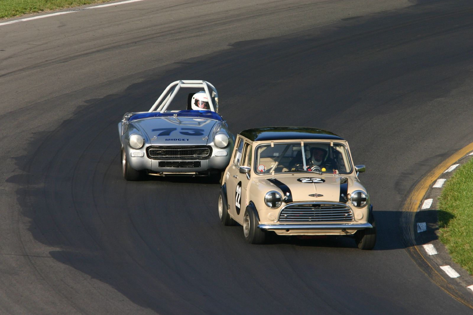 Mini Cooper Usa >> File:62 Mini Cooper-S, 70 MG Midget.jpg - Wikimedia Commons