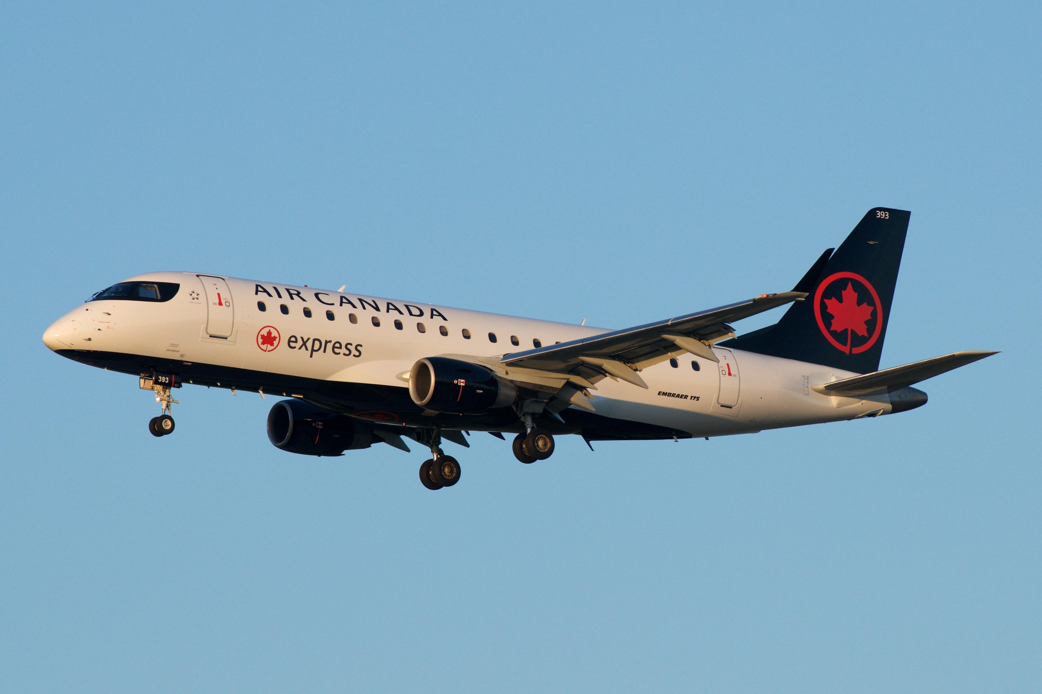 Air Canada Express Embraer 175