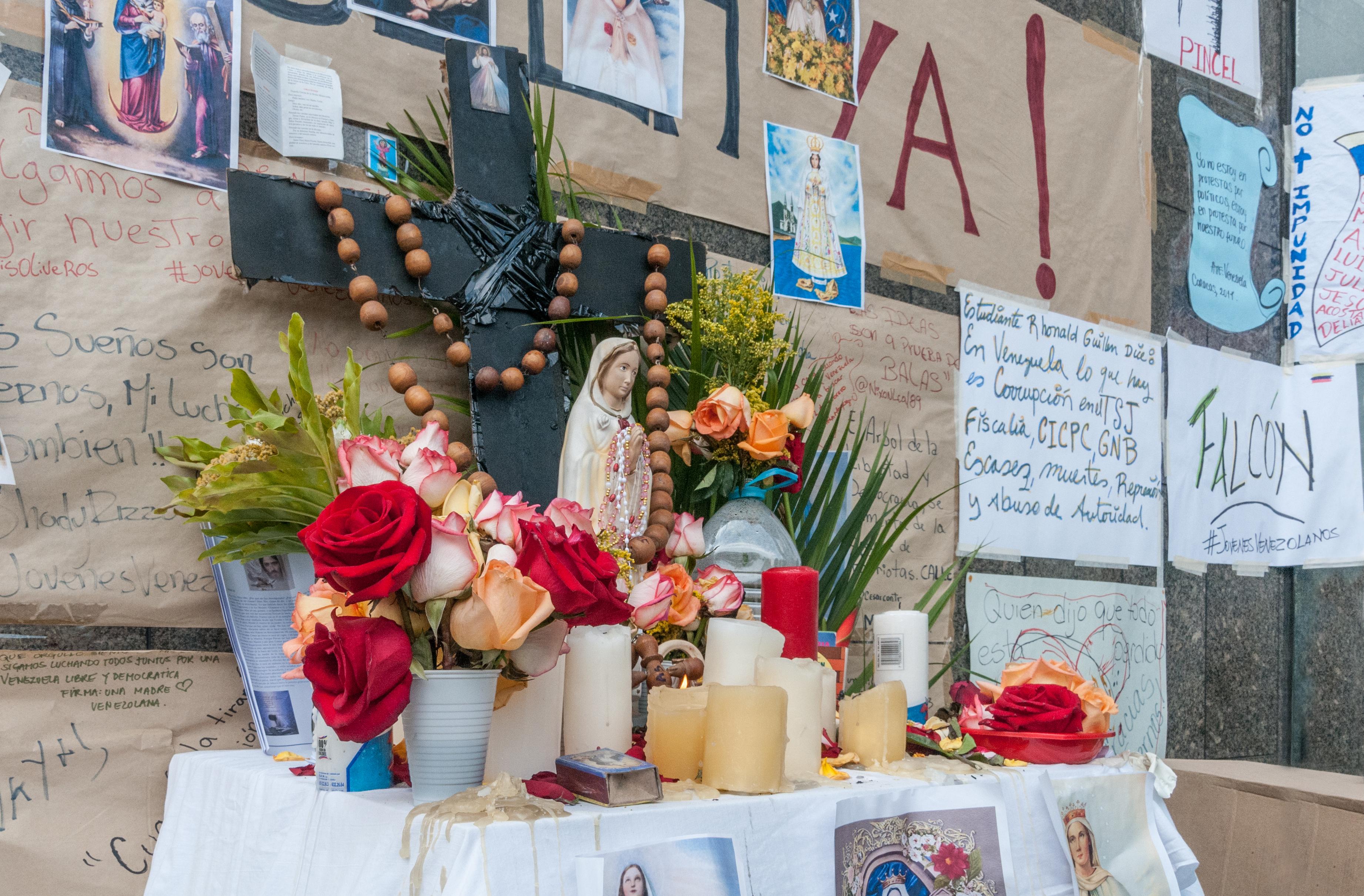 File Altar de oraci³n en la sede de la ONU durante la huelga de hambre