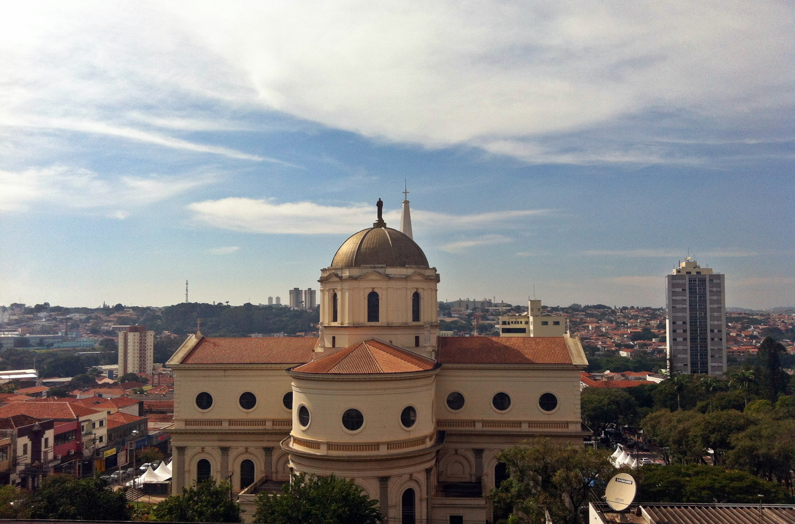 Vista da região central da cidade com destaque para a Basílica Santuário de  Santo Antônio de cbe7fa967517c