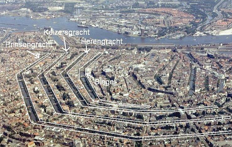 Les canaux concentriques d'Amsterdam : Prinsegracht, Keizersgracht et l'Herengracht. Le Singel correspond aux anciennes douves.