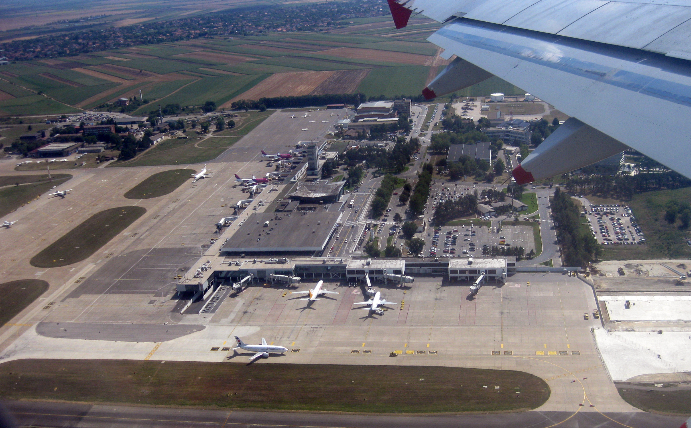 File Belgrade Airport Jpg Wikimedia Commons